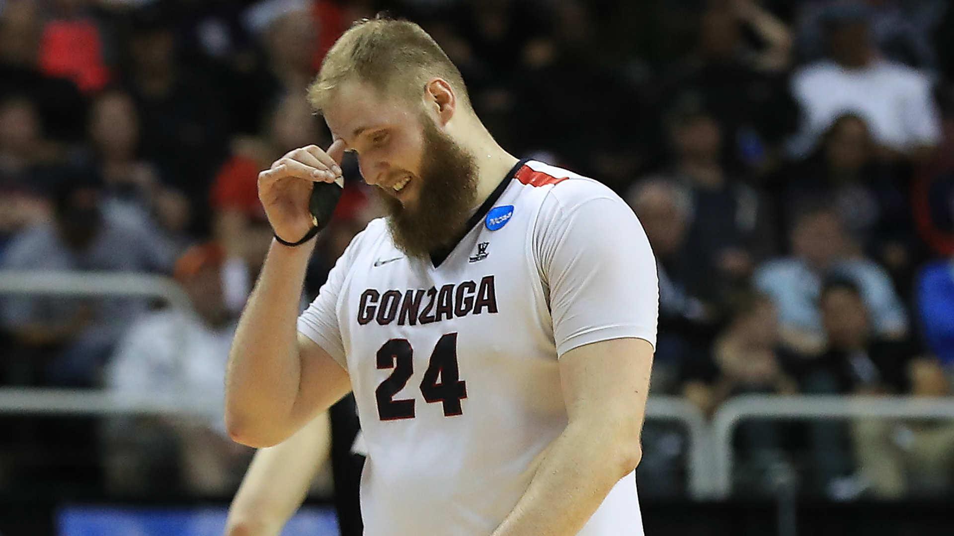 premium selection b3614 62457 Final Four  Gonzaga center Przemek Karnowski hit in eye after huge Chris  Silva block