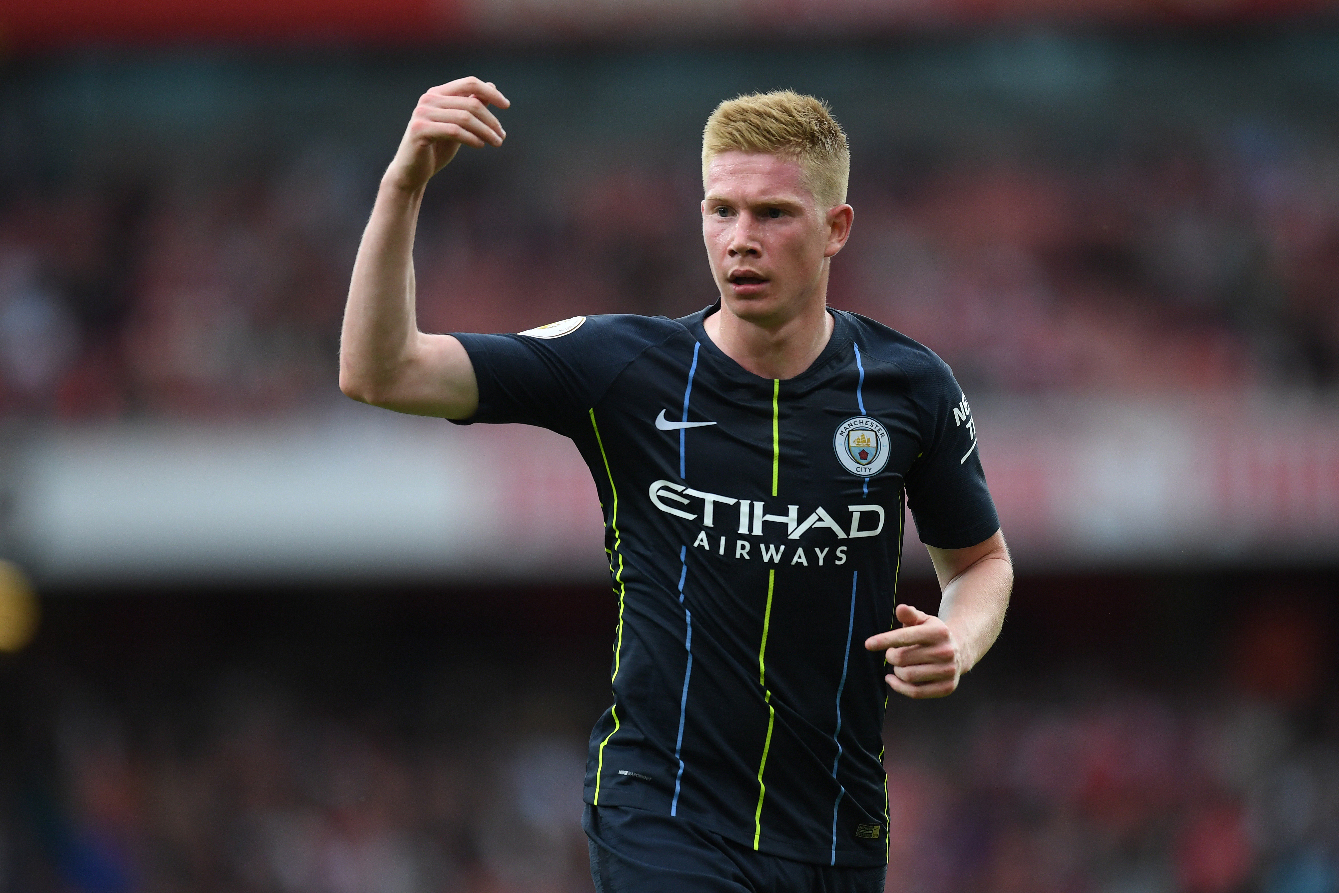 Manchester City's Kevin De Bruyne suffers knee injury