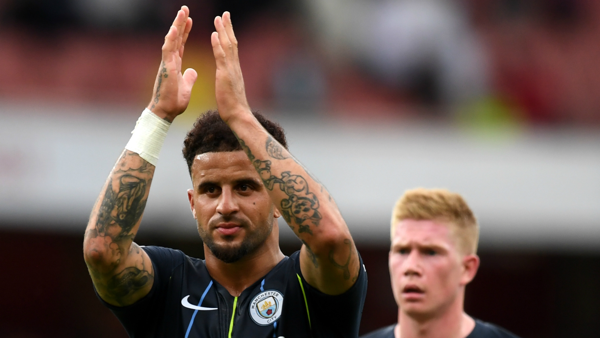 Man City want to dominate English football, warns Walker