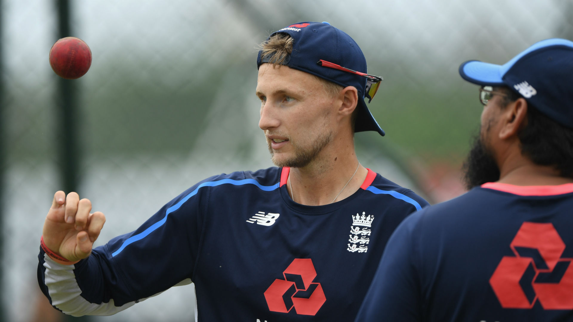 England captain Root extends Yorkshire contract