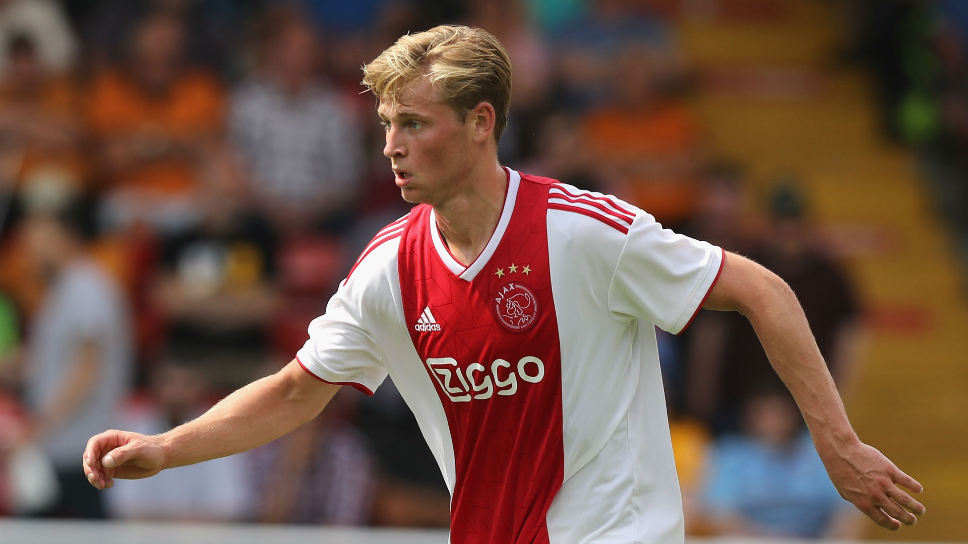 De Jong focused on Ajax despite PSG rumours - Ten Hag