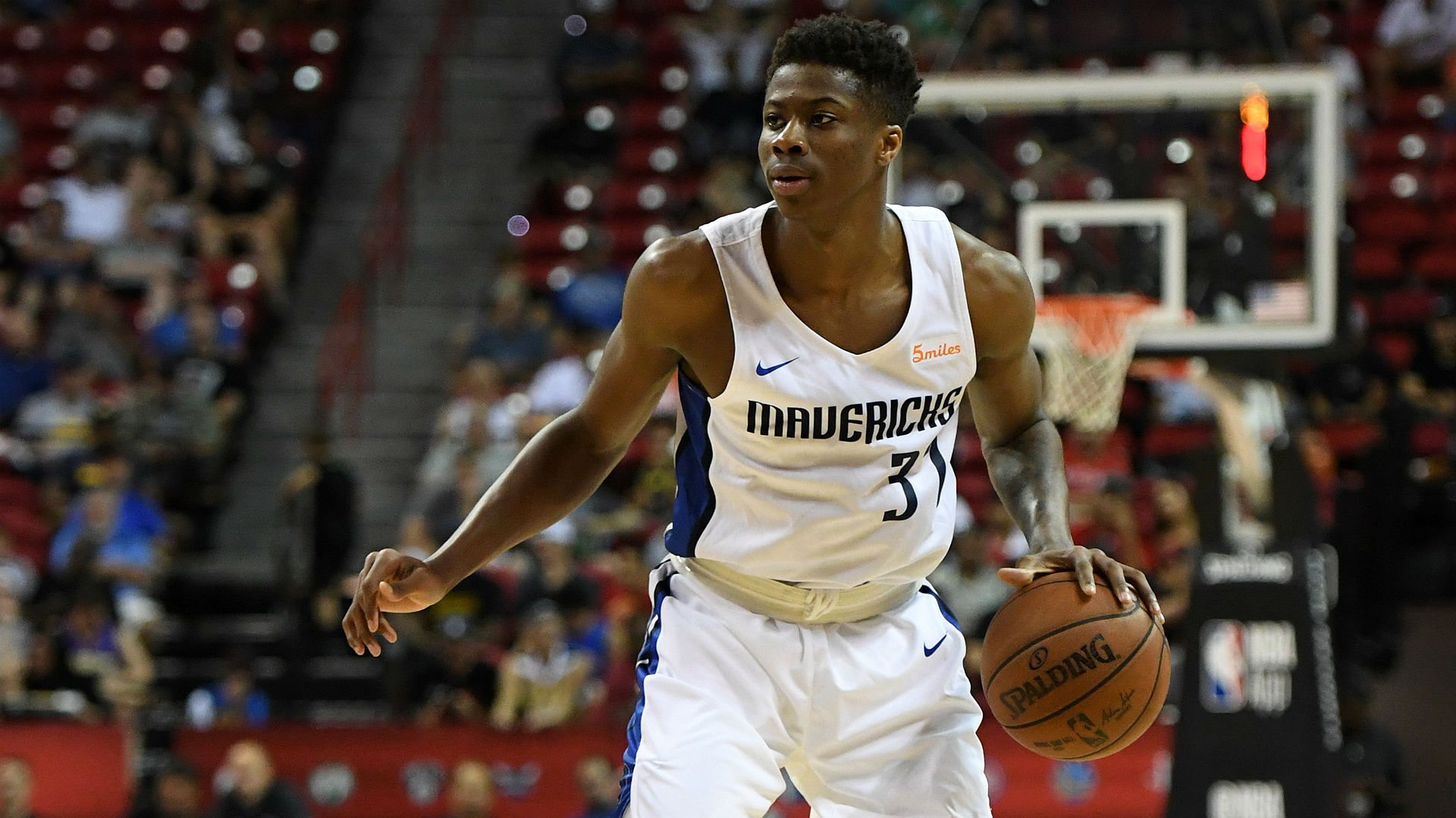 Mavericks sign Giannis Antetokounmpo's brother Kostas to 2-way contract