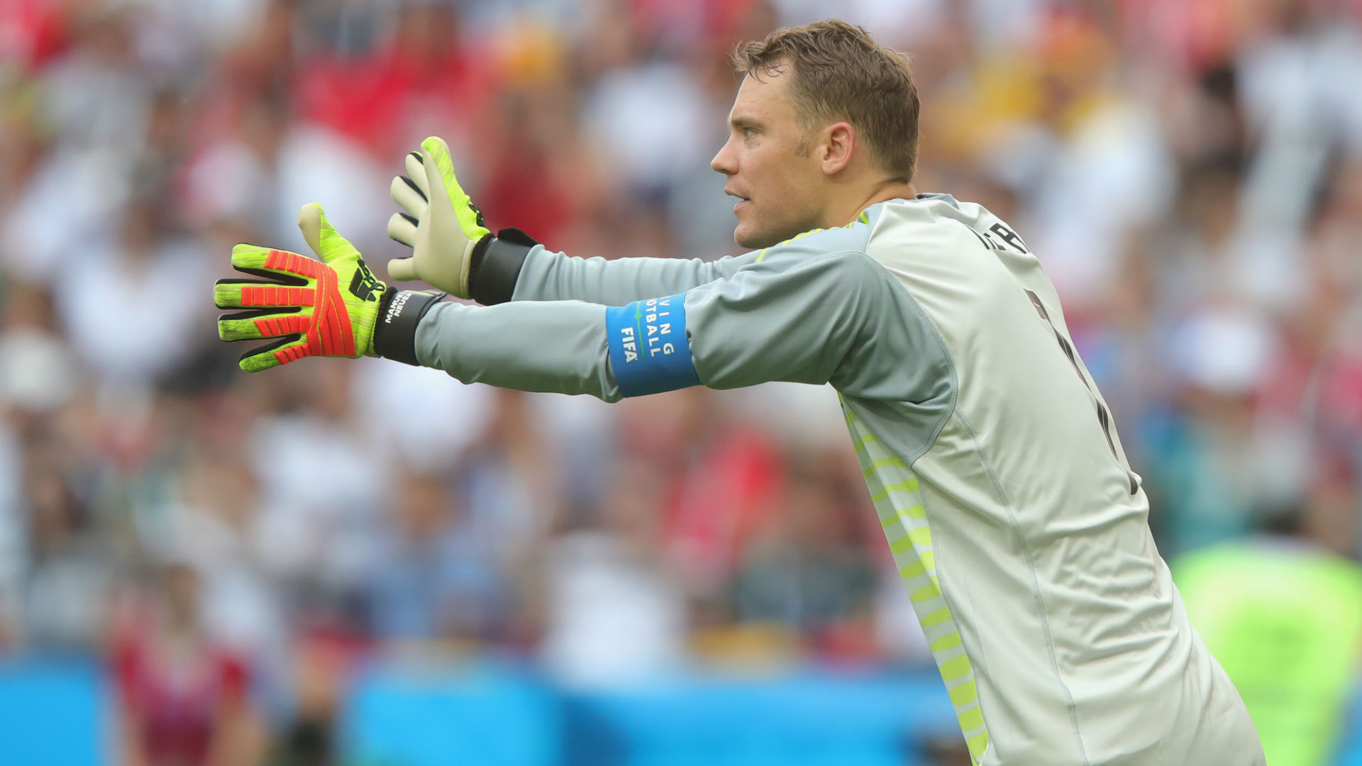 Low confirms under-fire Neuer to start against France