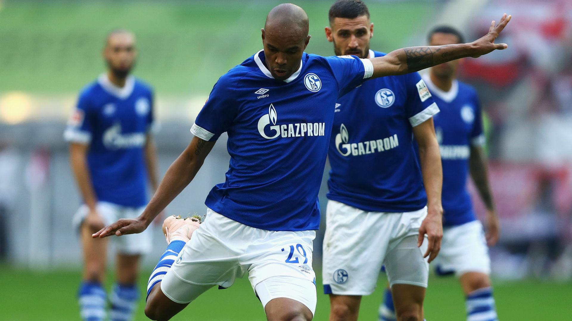 Naldo signs Schalke extension