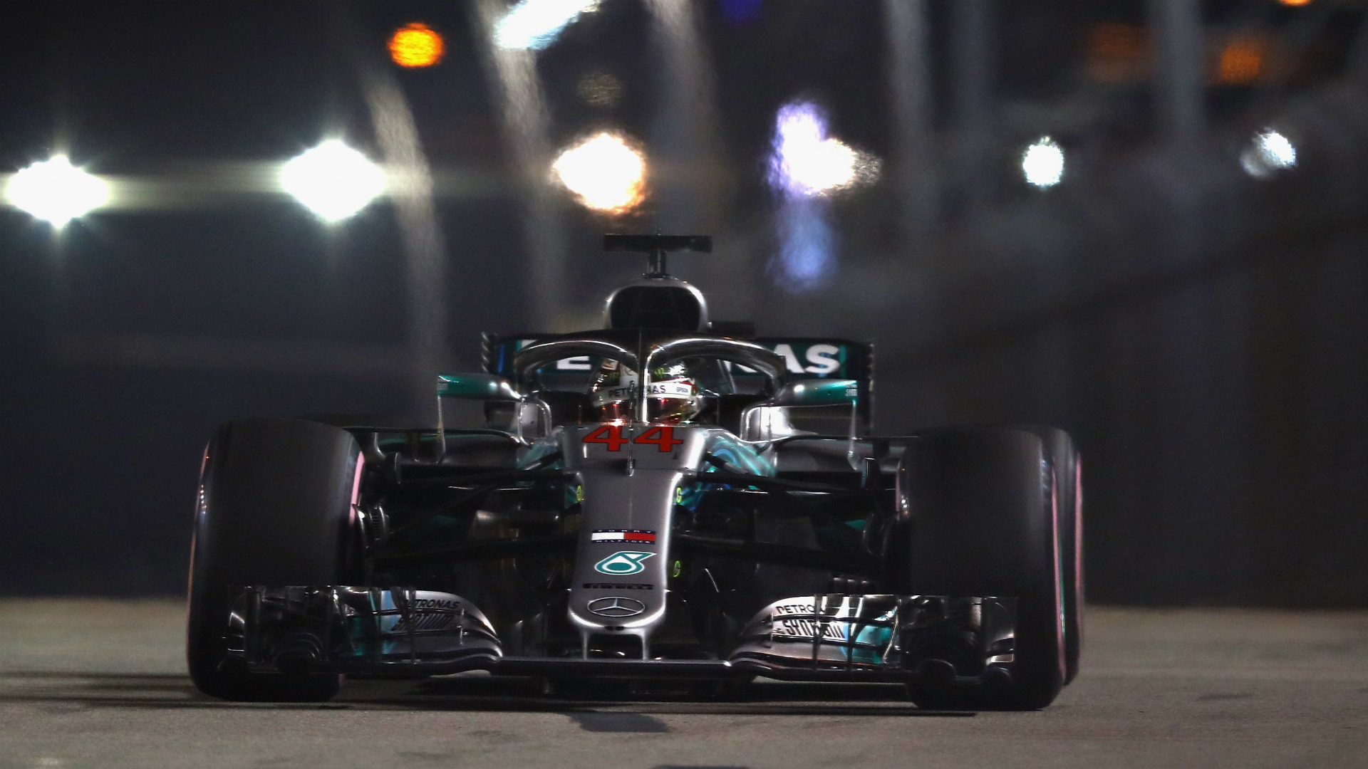 Hamilton smashes lap record to claim Singapore pole