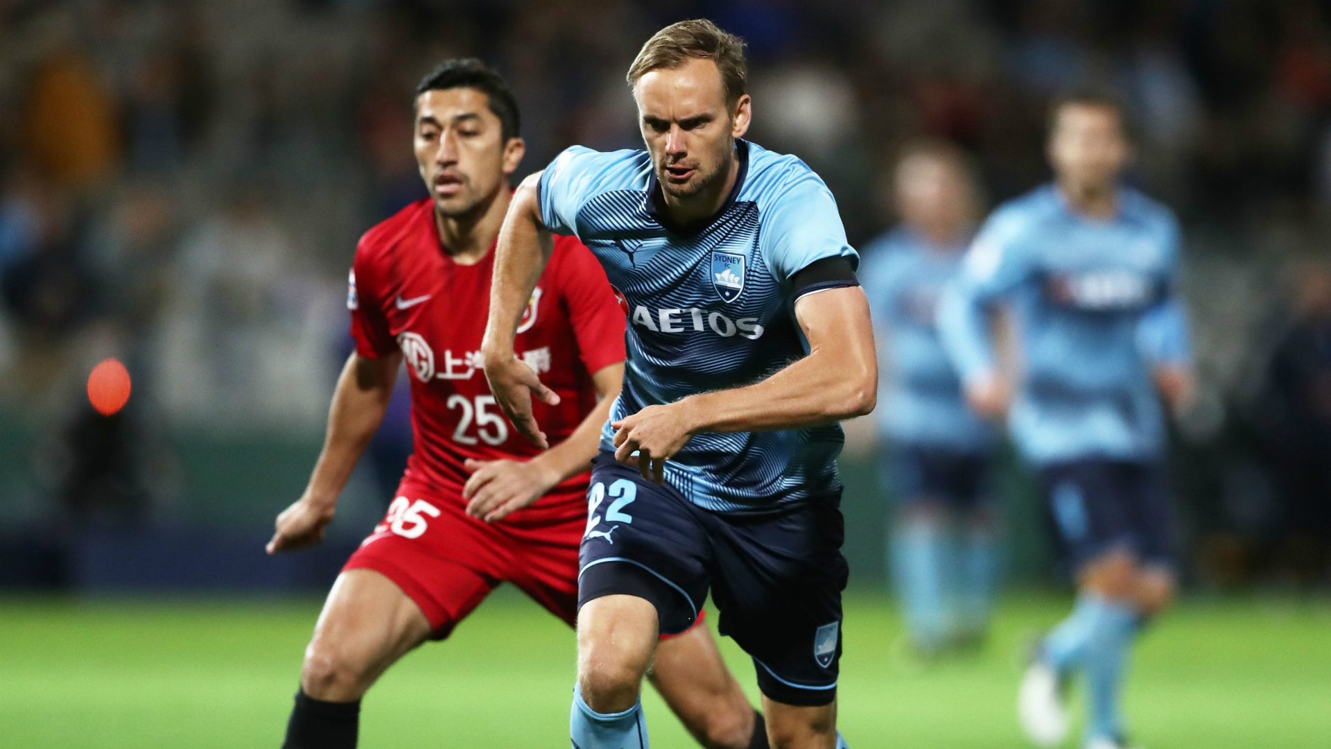 De Jong eyeing A-League title and Champions League progression