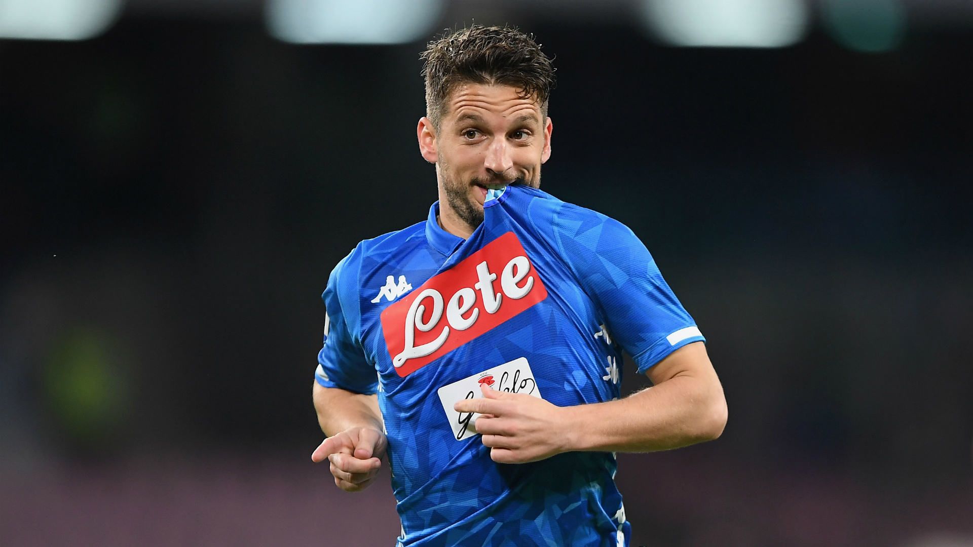Napoli 1 Genoa 1 Draw Leaves Juve S Title Party On Hold Football News Stadium Astro