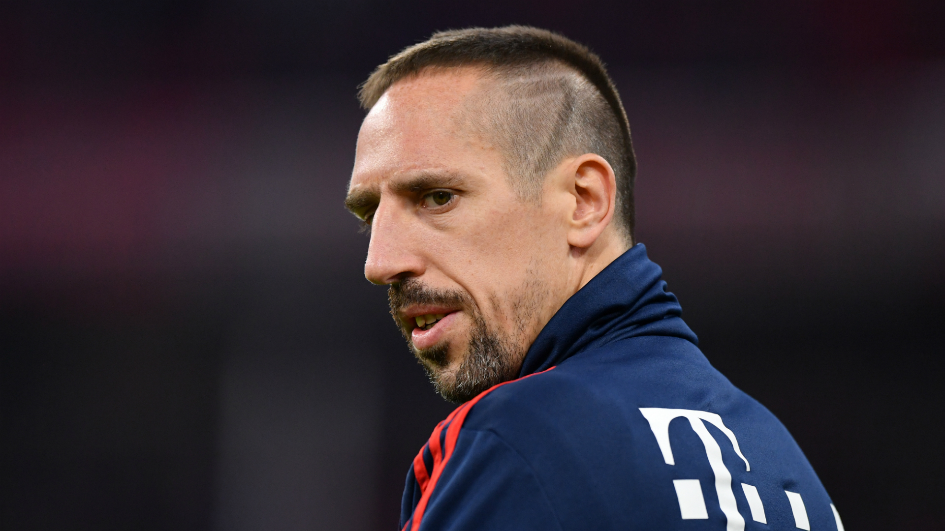 Ribery welcomed by thousands of Fiorentina fans
