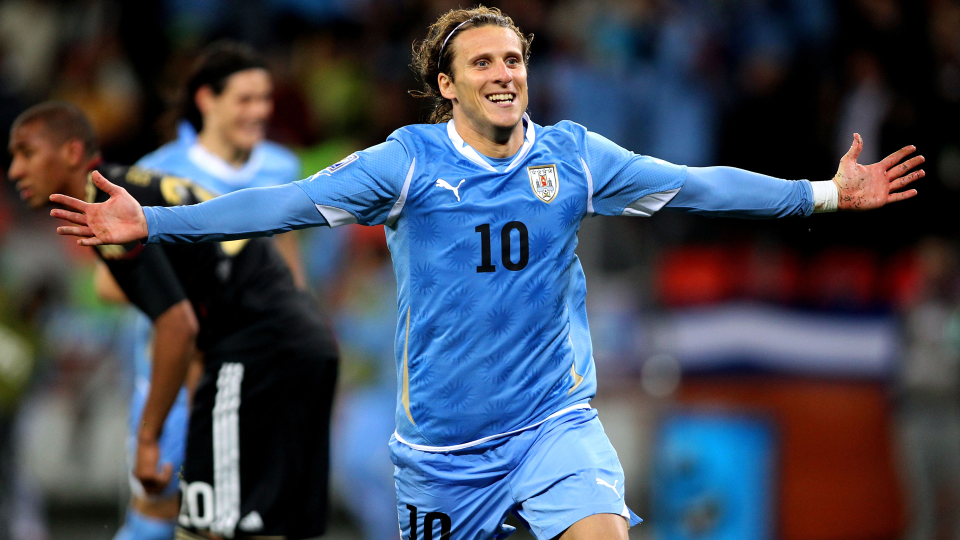Former Uruguay, Man United forward Forlan retires