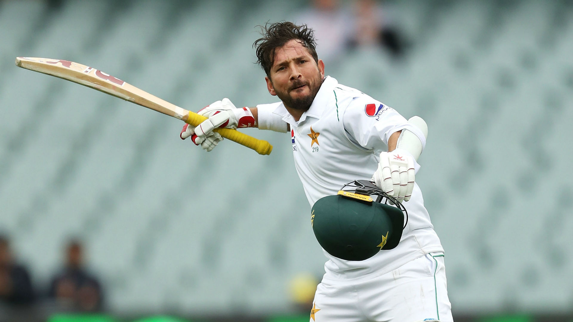 Australia seven wickets from victory after Yasir gives Pakistan something to celebrate