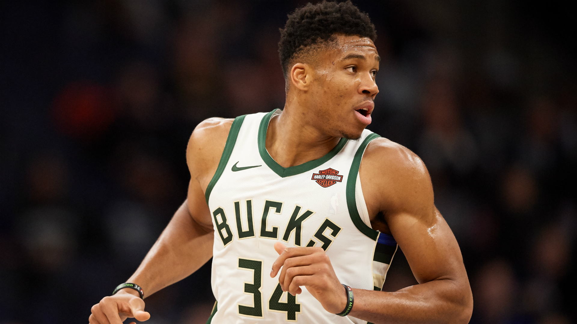 Giannis leads Bucks to 15th straight win, Kawhi-less Clippers top Pacers