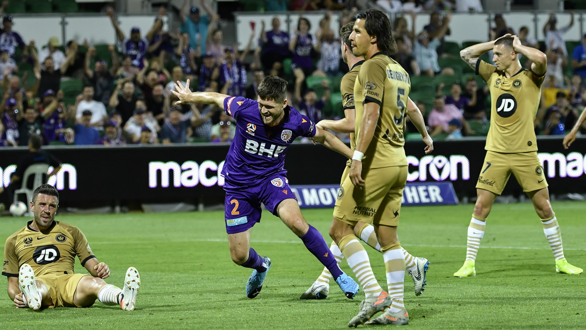 A-League Review: More misery for Wanderers and Victory as Sydney FC surge out of sight
