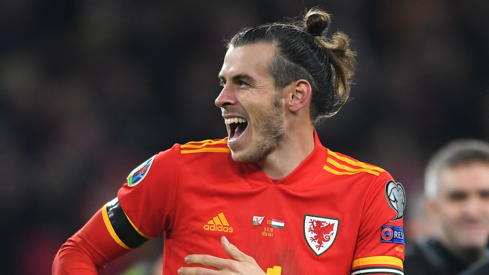 He still loves the game - Giggs says Bale not affected by criticism