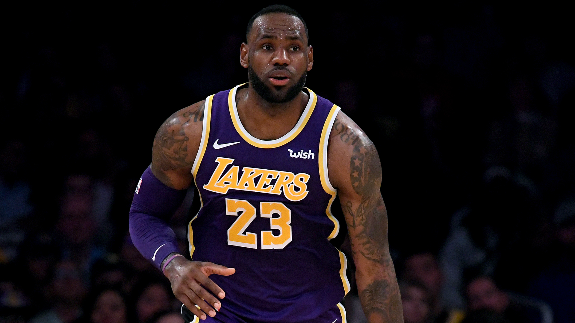 LeBron James returns for Christmas clash with Clippers