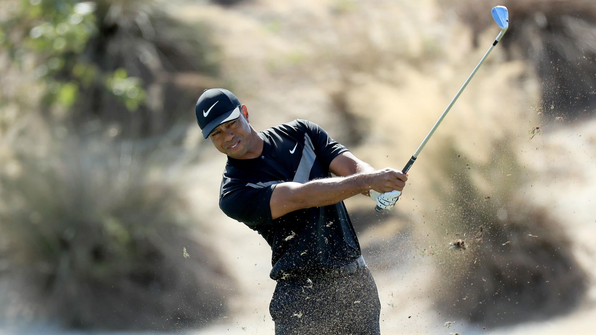 Tiger Woods suffers late collapse as Woodland and Reed lead Hero World Challenge