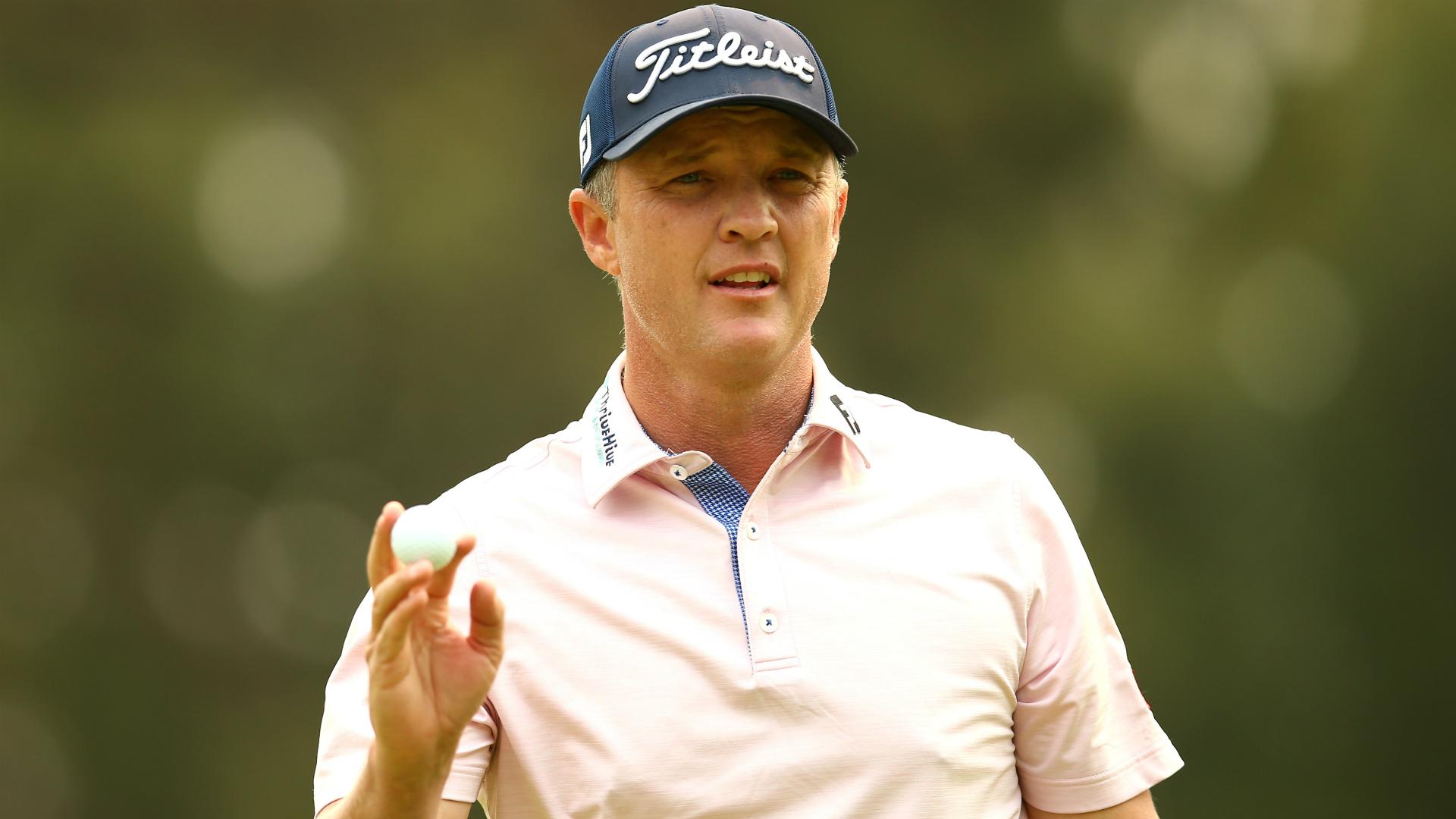 Jones extends Australian Open lead