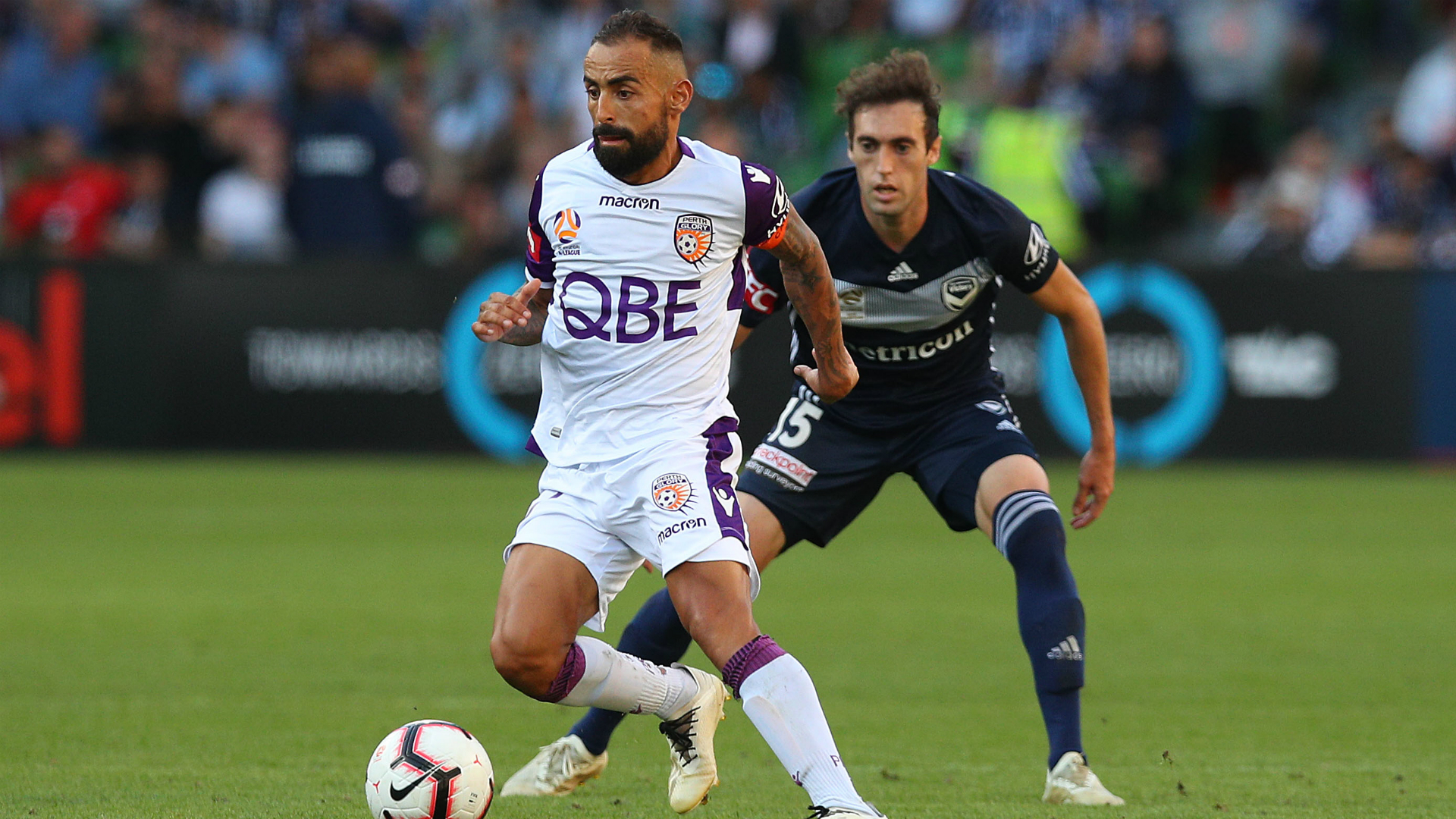 Melbourne Victory 1 Perth Glory 2: Castro fires leaders
