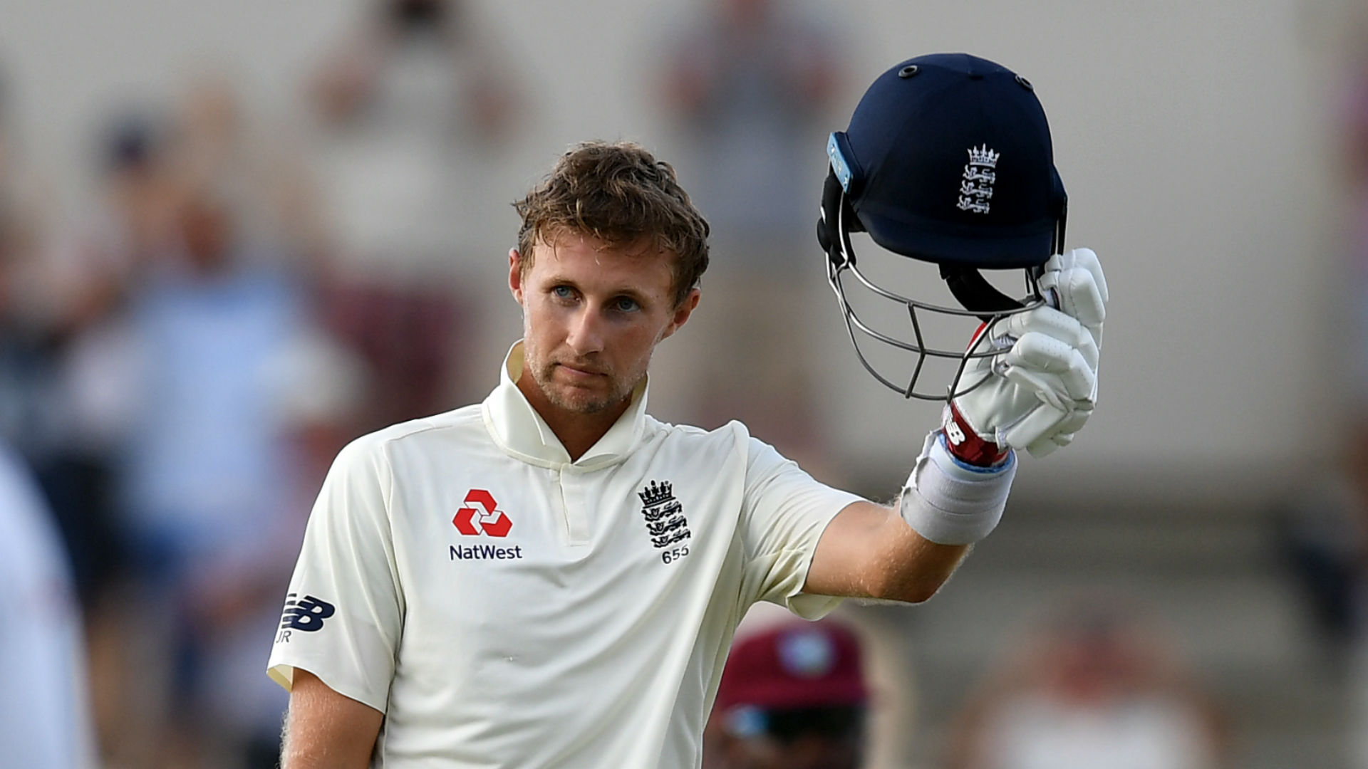 Root century builds sizeable England advantage