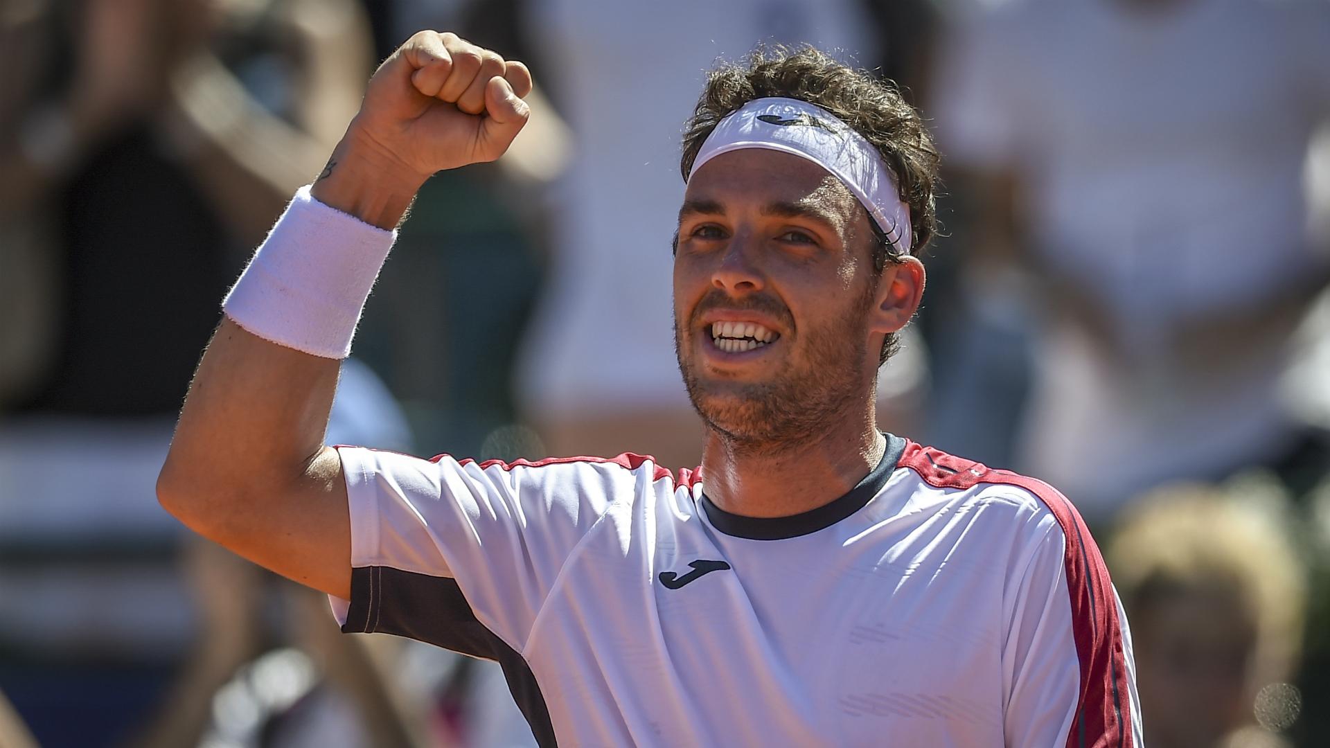 Cecchinato hammers home favourite Schwartzman to win Argentina Open