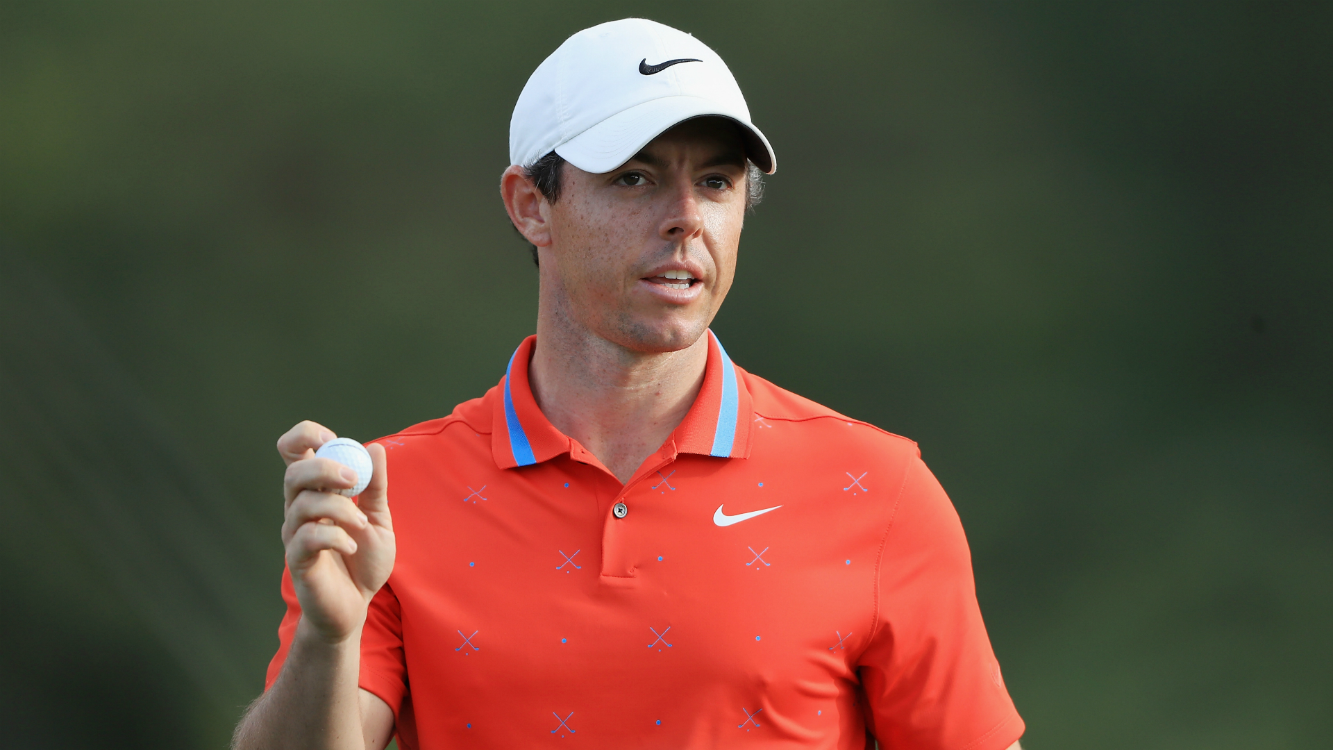 McIlroy leads in Mexico, Woods shoots 71