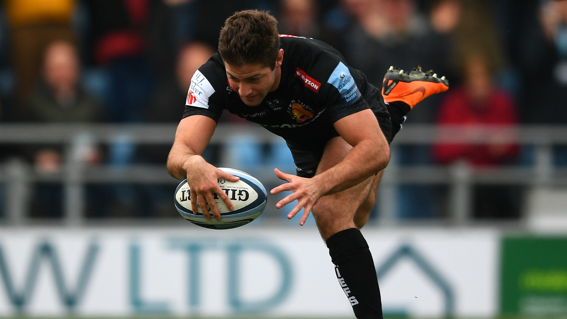 Chiefs pounce on Sarries setback, Quins make it four in a row