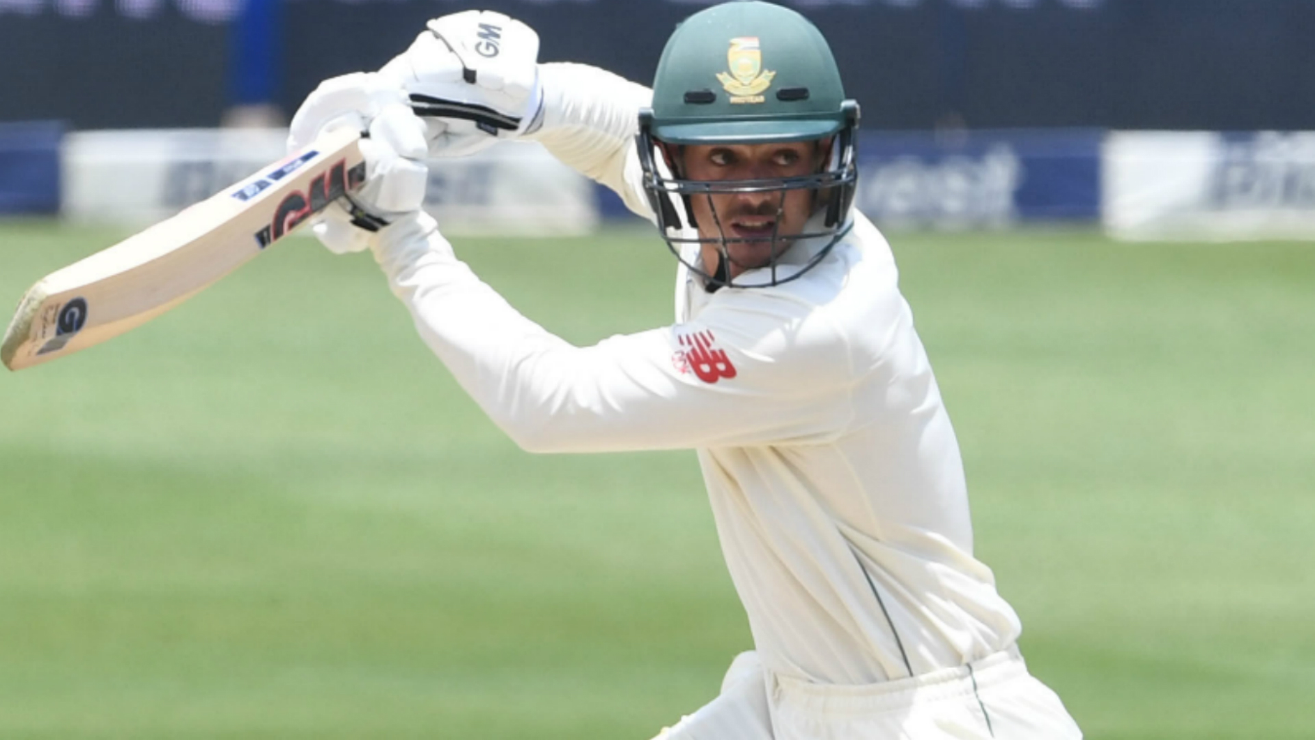 South Africa close in on series sweep after De Kock century