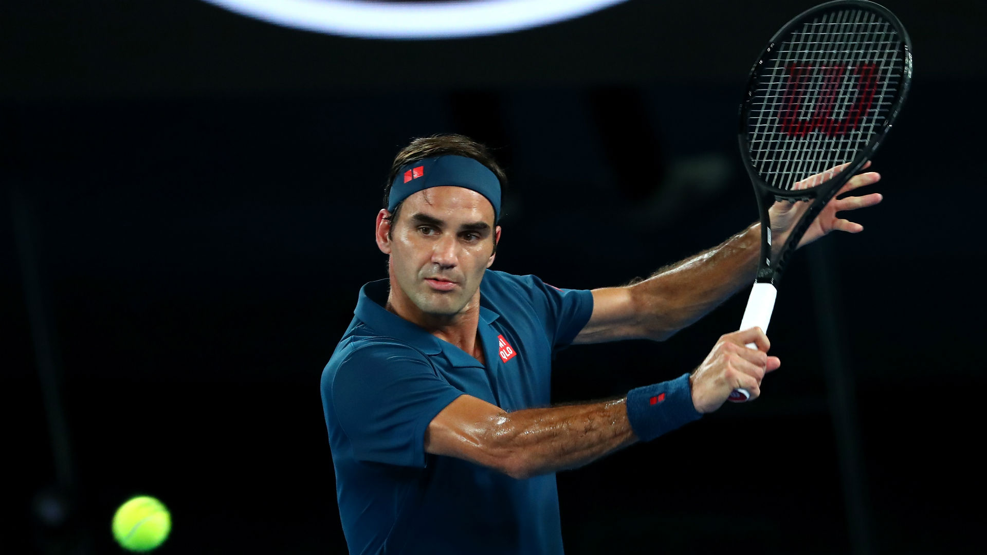Fabulous Federer races past Istomin