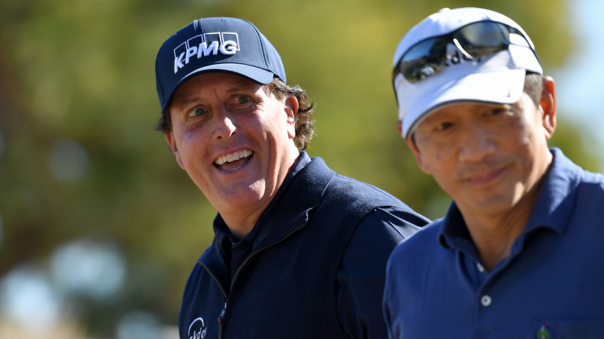 Mickelson shoots 66 to stay ahead at Desert Classic