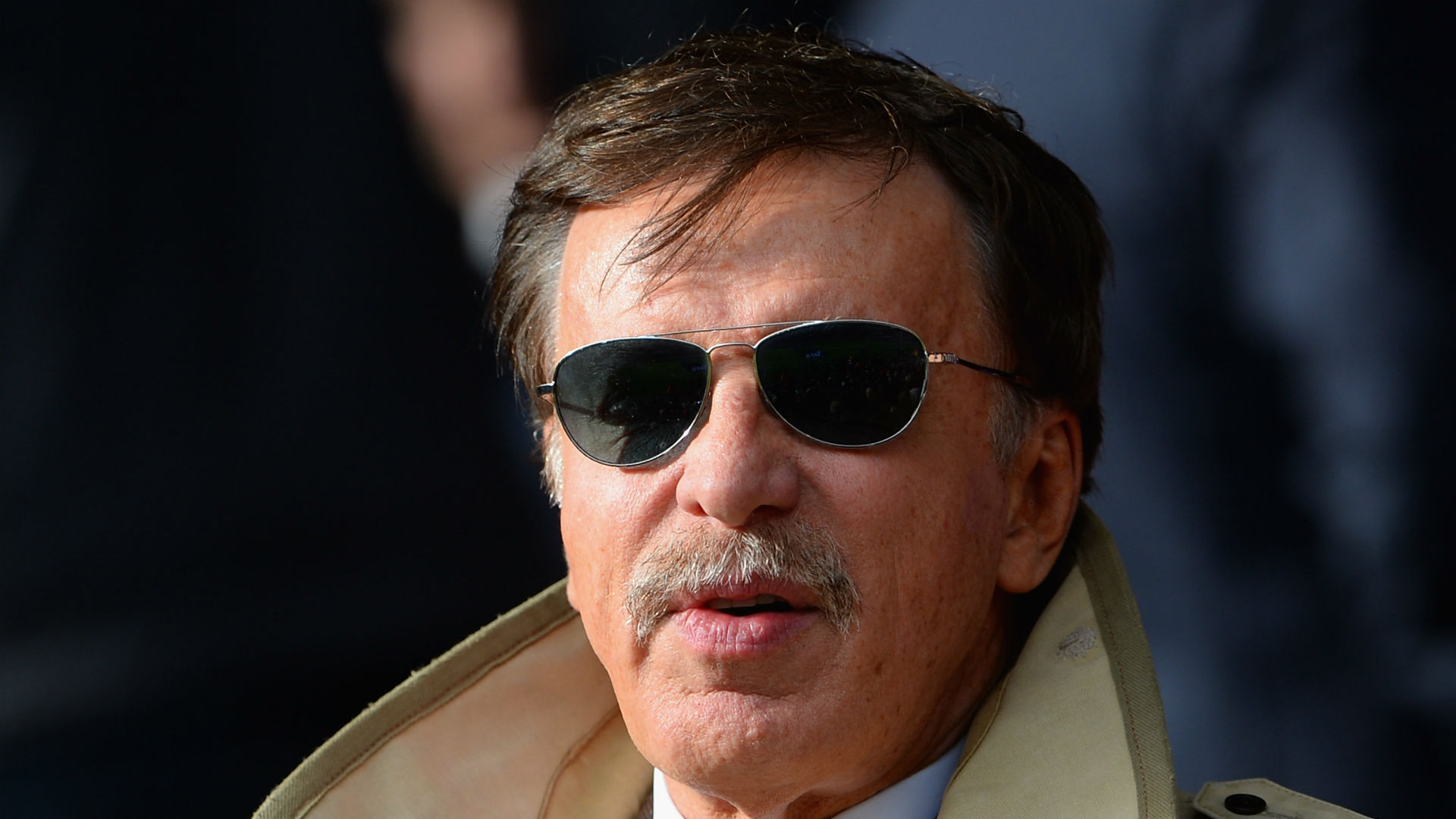 Arsenal fans demand changes from Kroenke