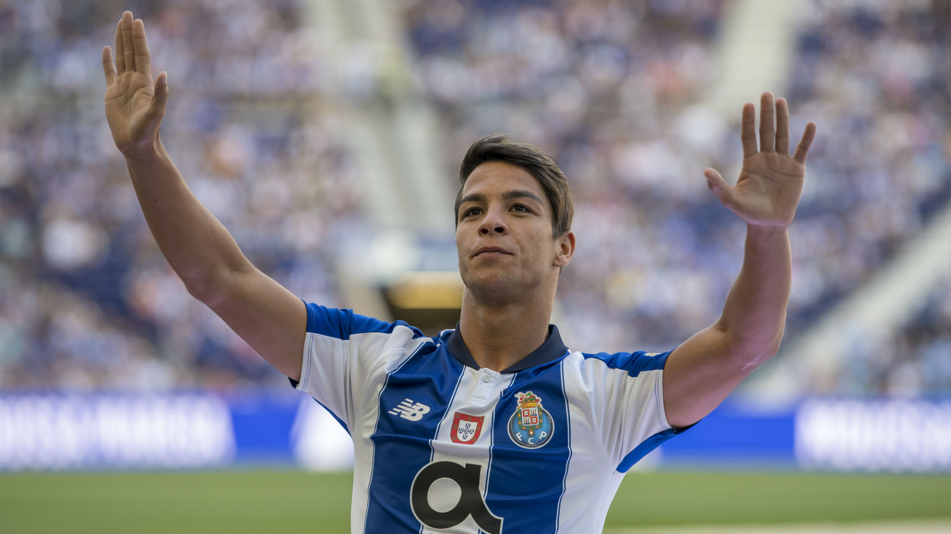 Sevilla spree surpasses €120m with Oliver Torres capture