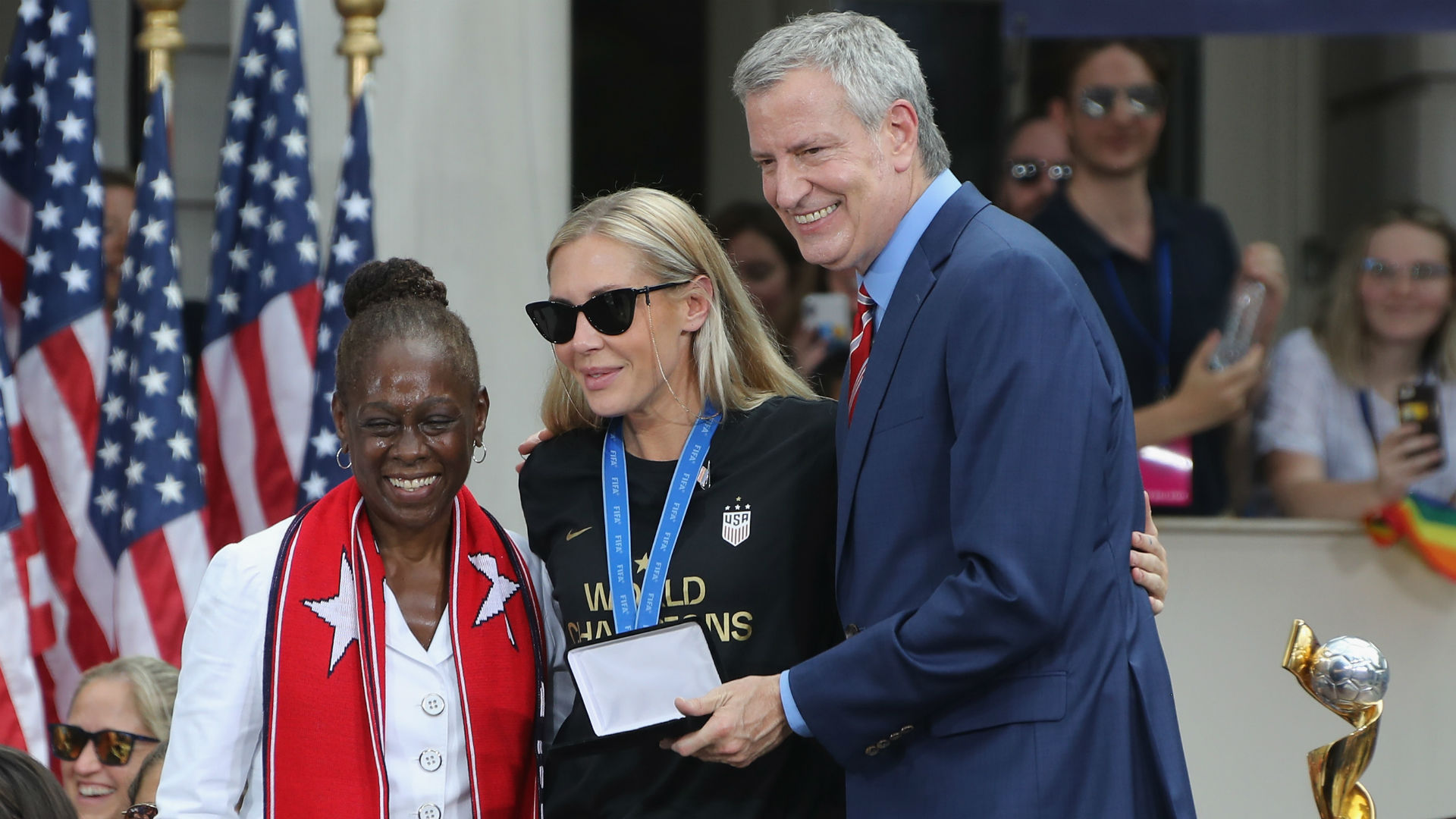 USWNT's Allie Long gets her replacement key to New York City