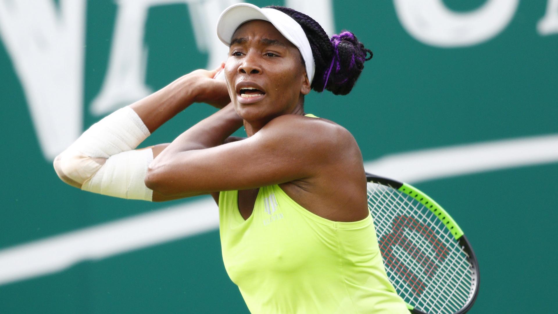 Venus' struggles continue, Azarenka eases through