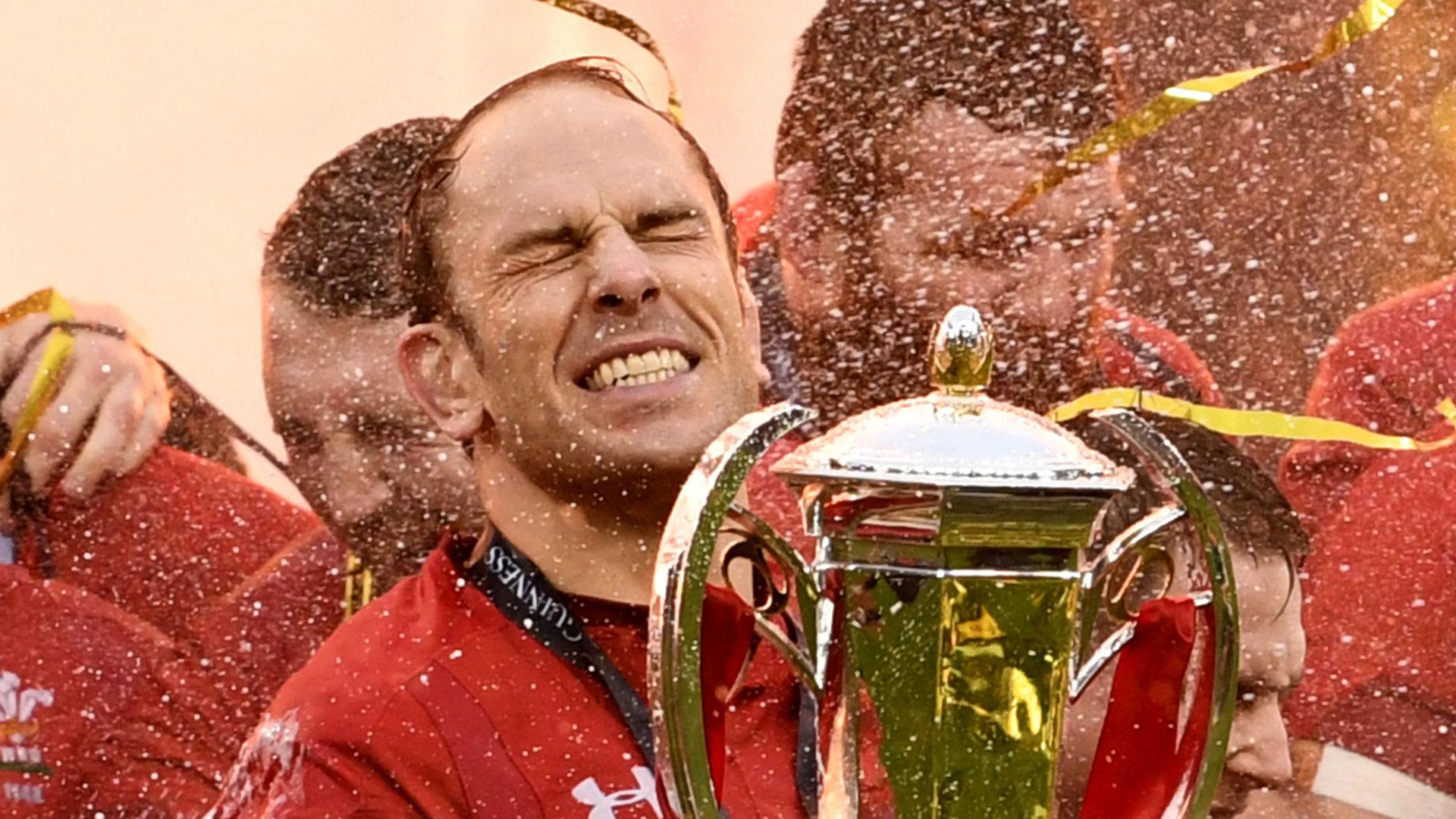 Wales captain Jones secures new deal