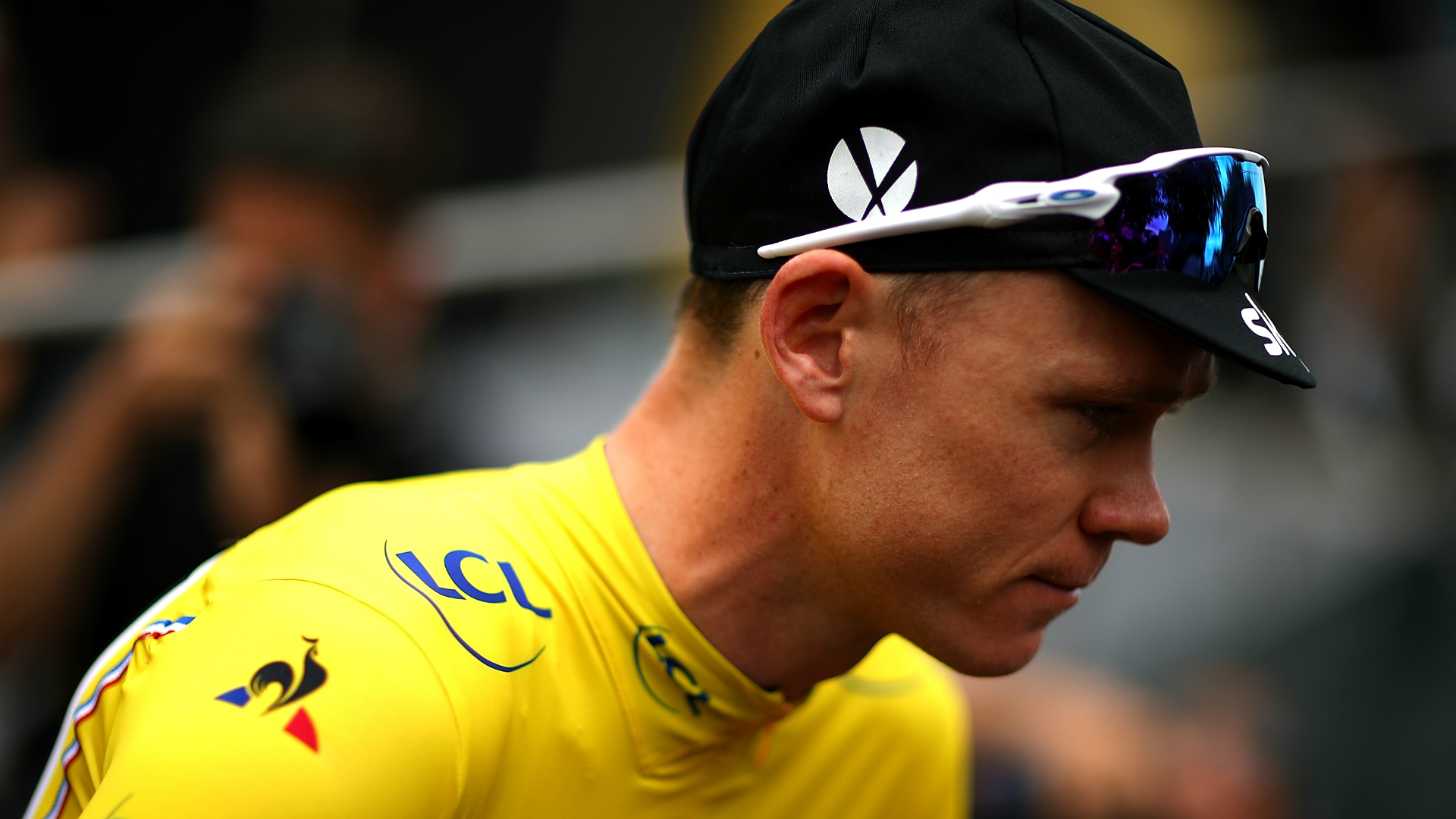 Froome undergoes eight-hour surgery after horror crash