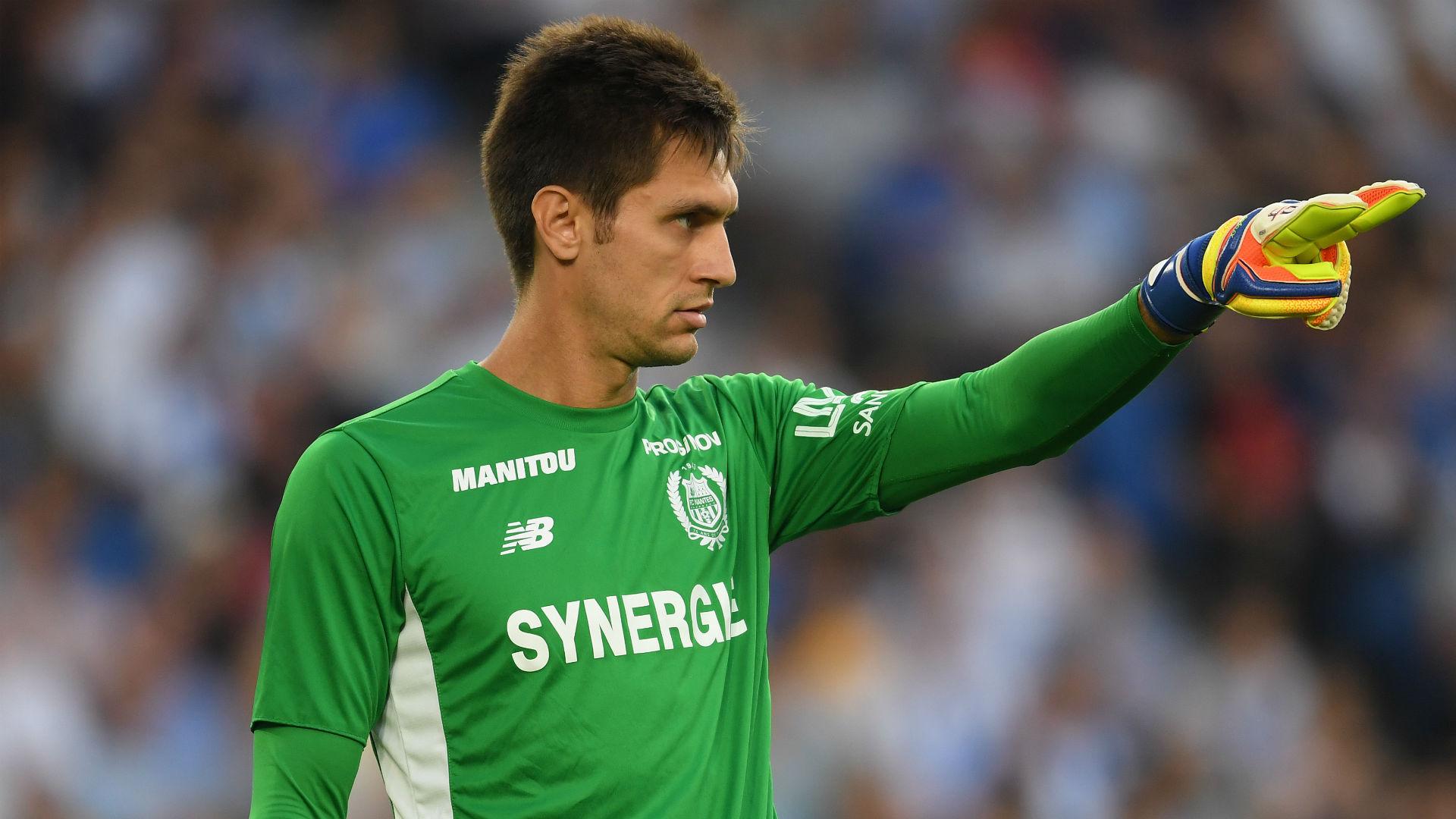 Lyon swoop for goalkeeper Tatarusanu