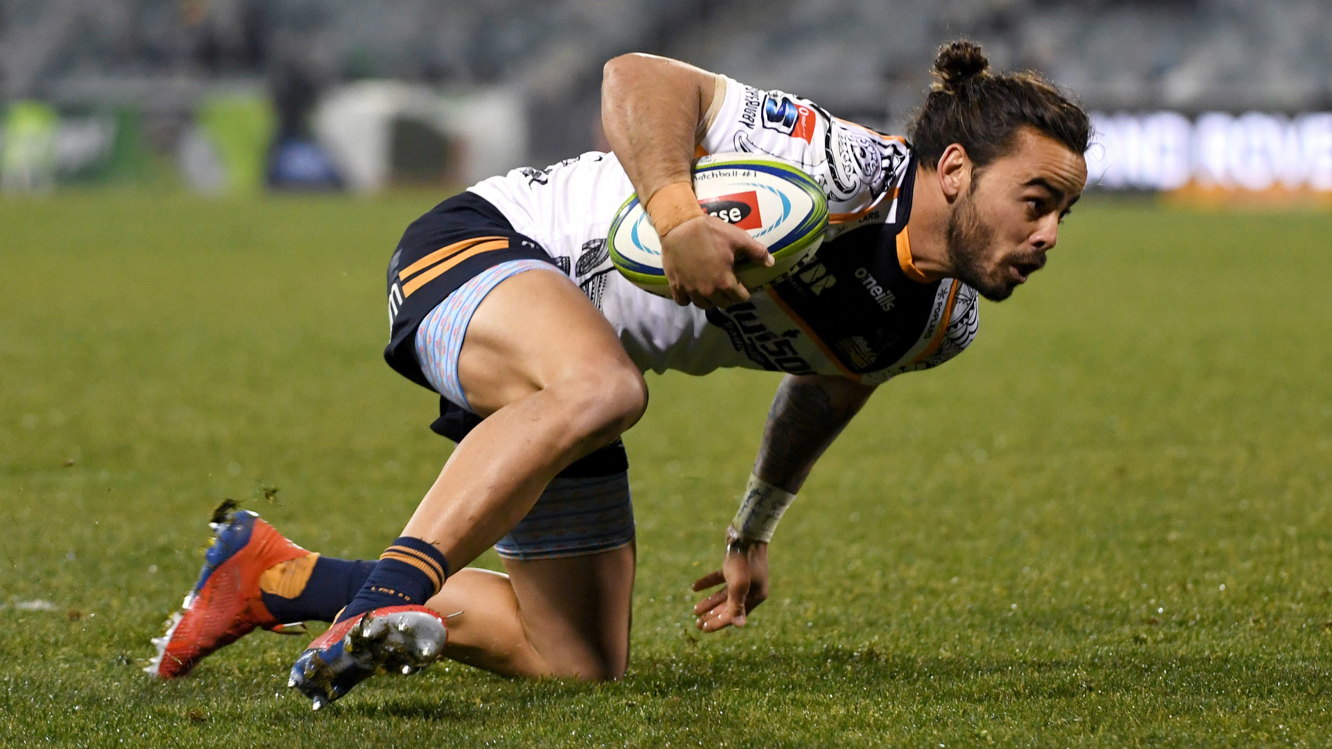 Brumbies extend streak ahead of play-offs, Hurricanes flatten poor Blues