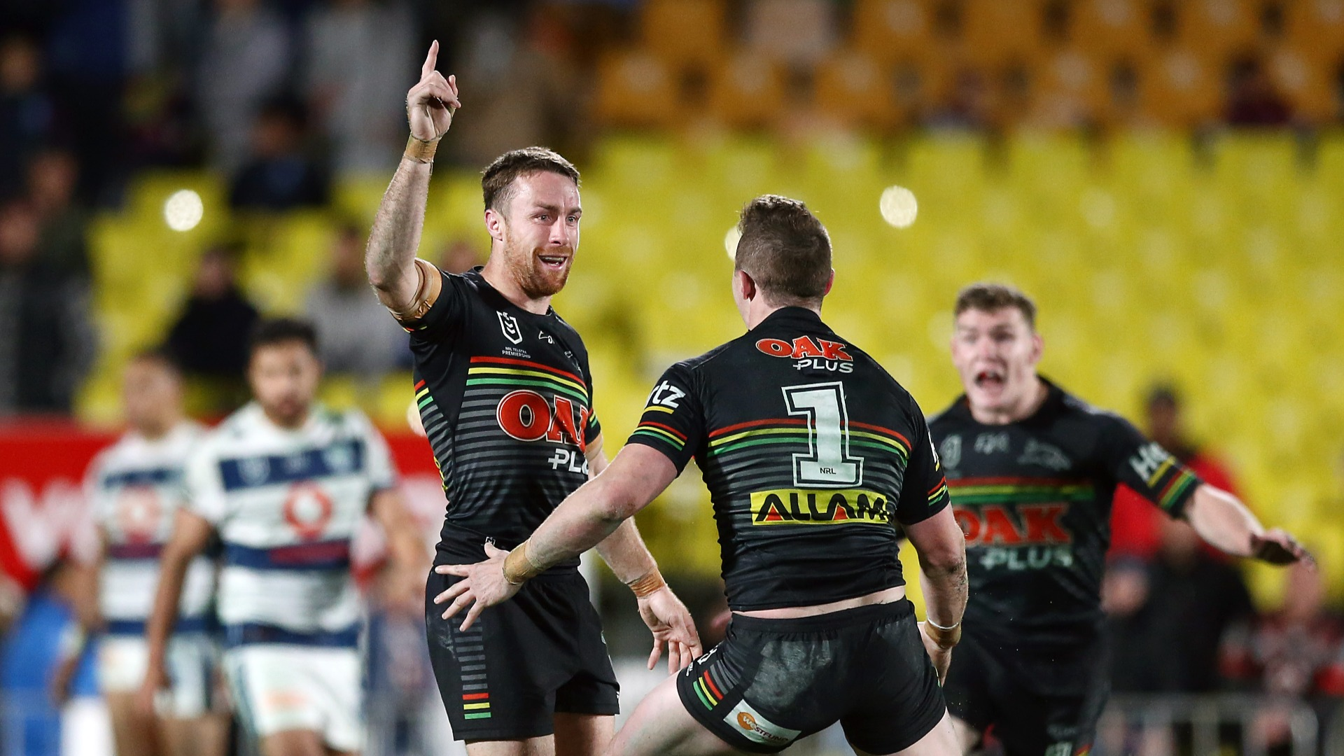 Maloney strikes golden point, Bulldogs get rare win