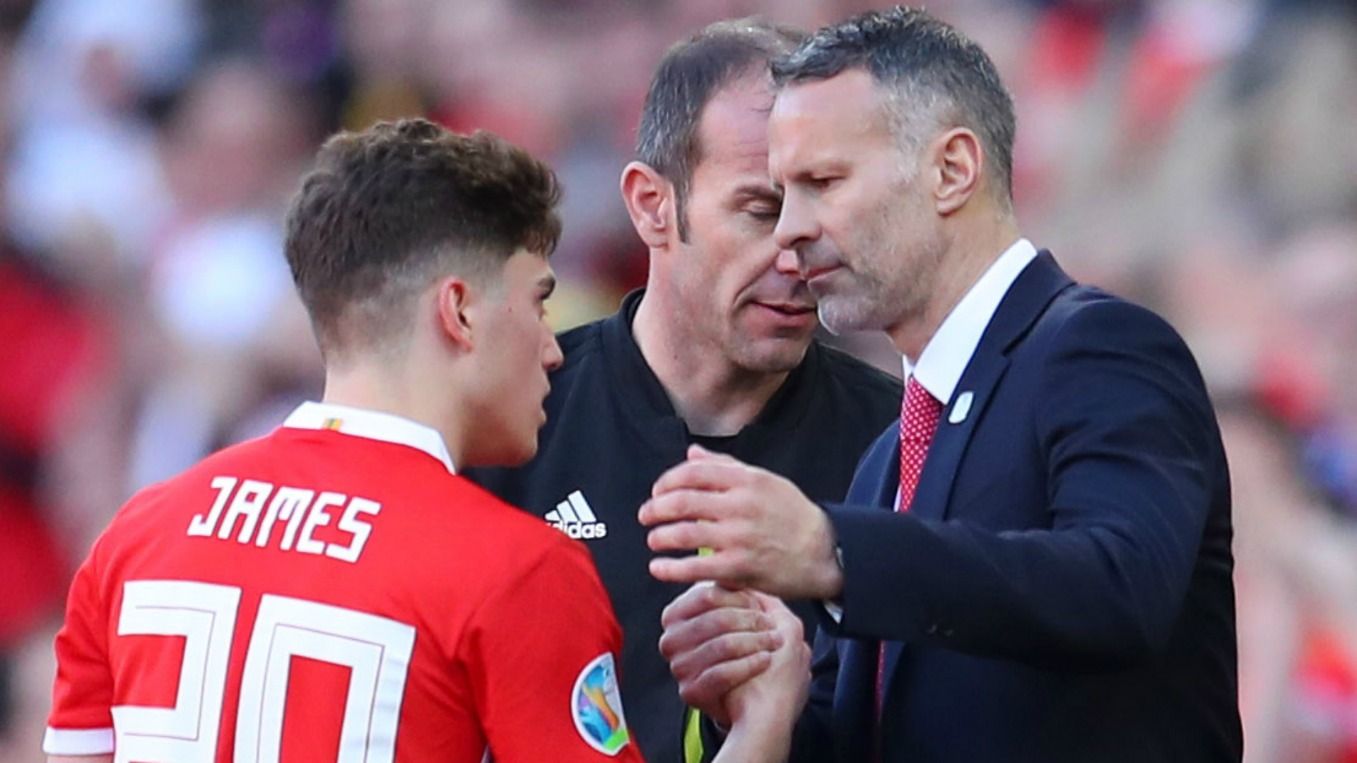 Giggs tells James to 'enjoy the challenge' of playing for Manchester United