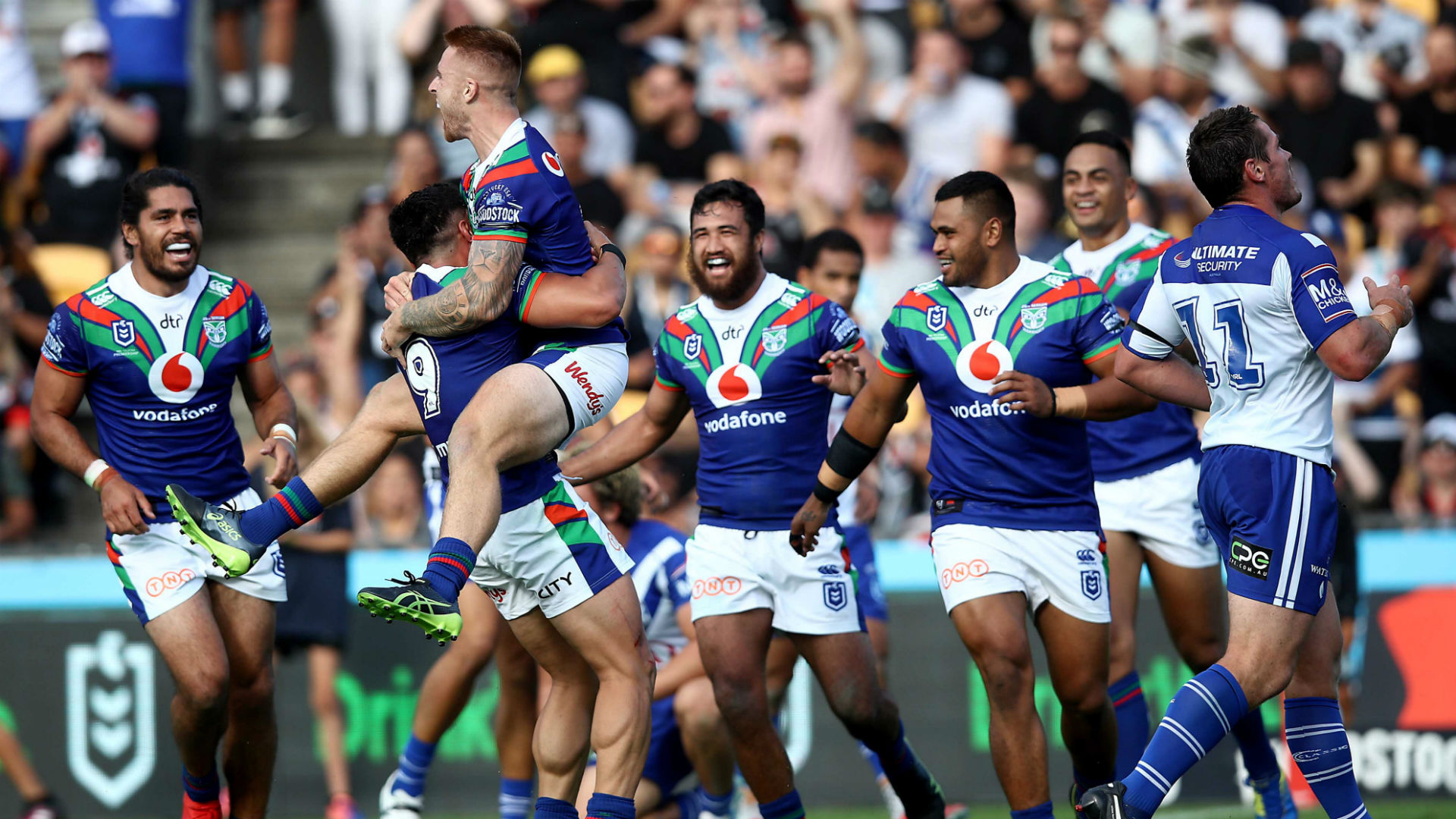 Warriors thrash Bulldogs, Cowboys and Tigers make winning starts