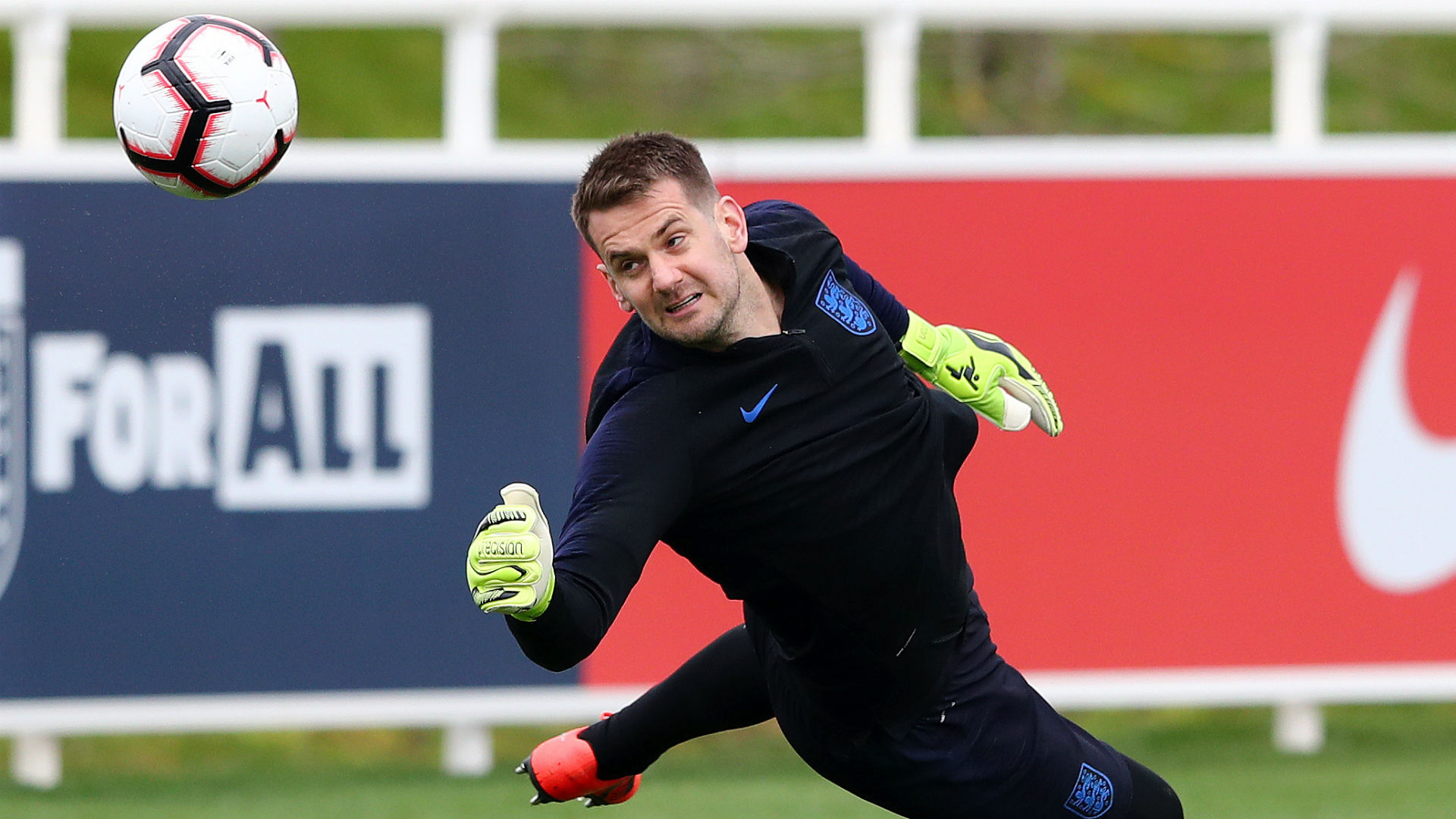 Heaton hails 'outstanding' England rival Pickford