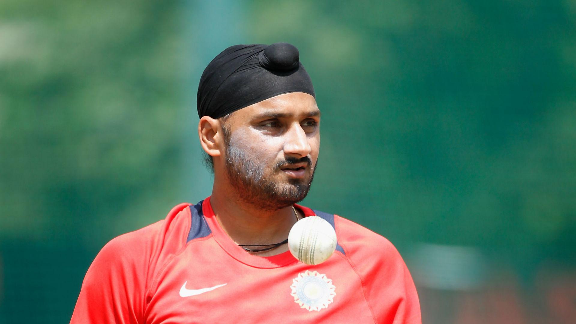 Harbhajan puts Kohli's RCB in a spin in IPL opener