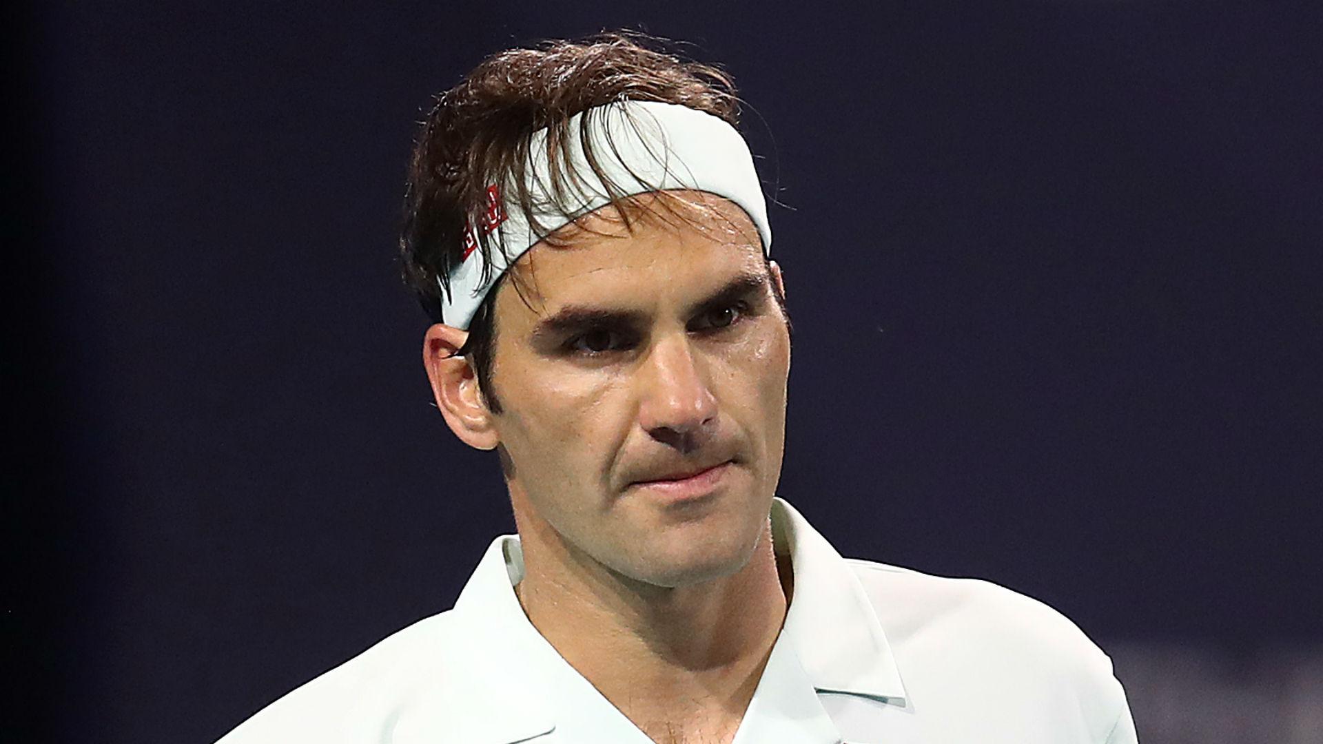 Federer sails through to fourth round in Miami