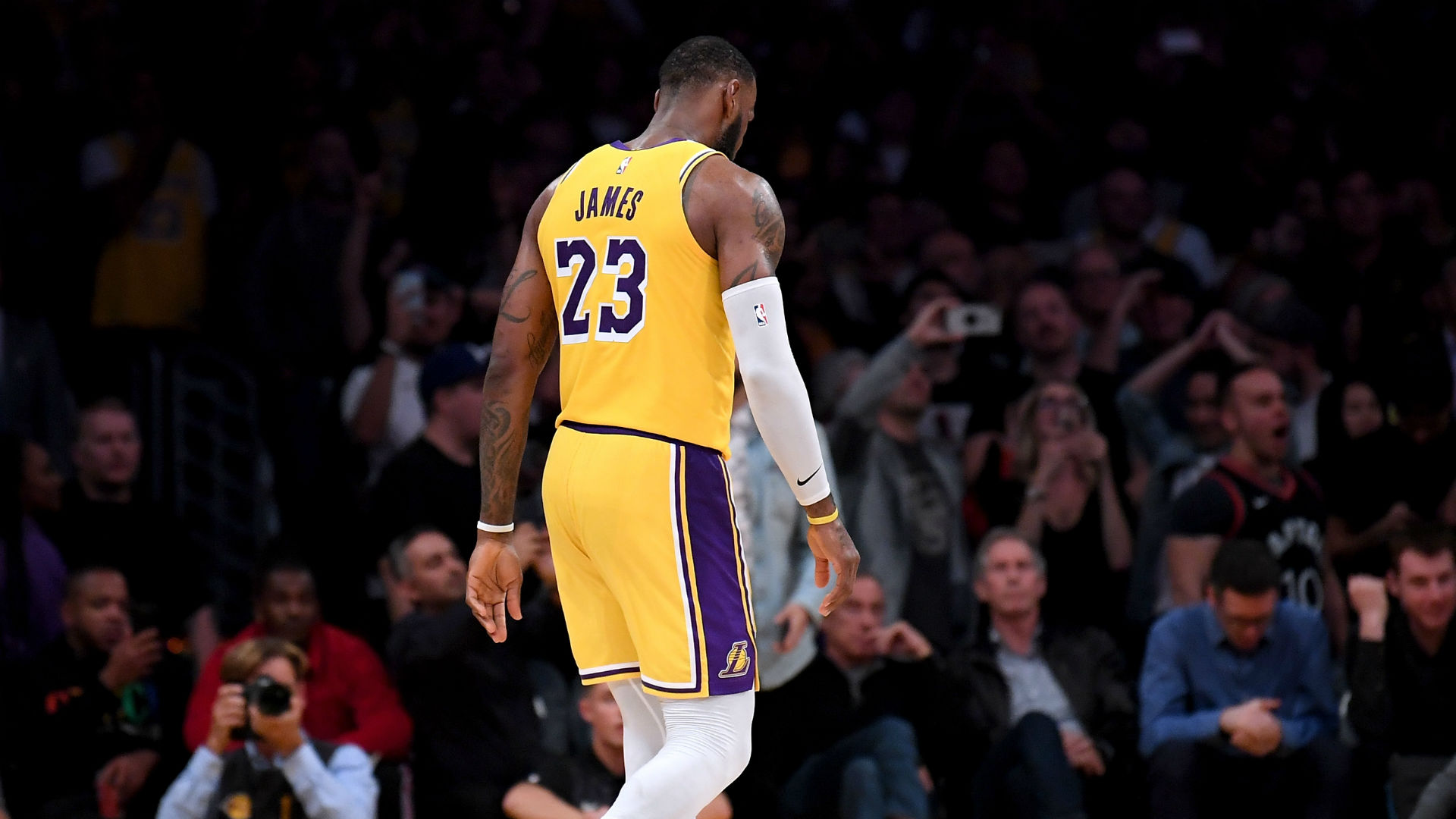 Lakers' loss to Suns causes playoff odds to plummet
