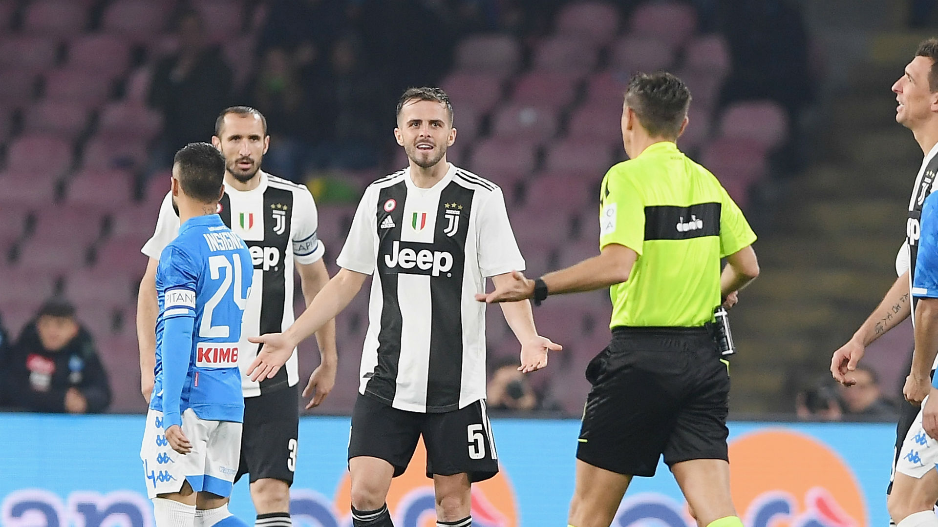 Juventus boss Allegri caught napping by Pjanic red card
