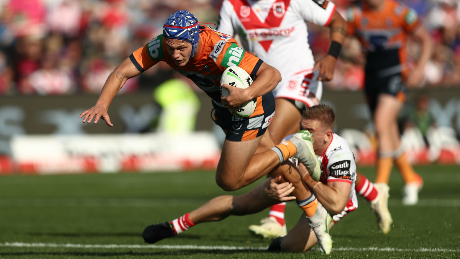 Ponga scores stunning double as Knights thrash Dragons