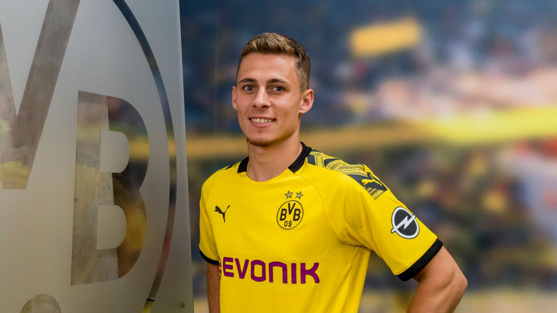 Thorgan Hazard completes Borussia Dortmund move