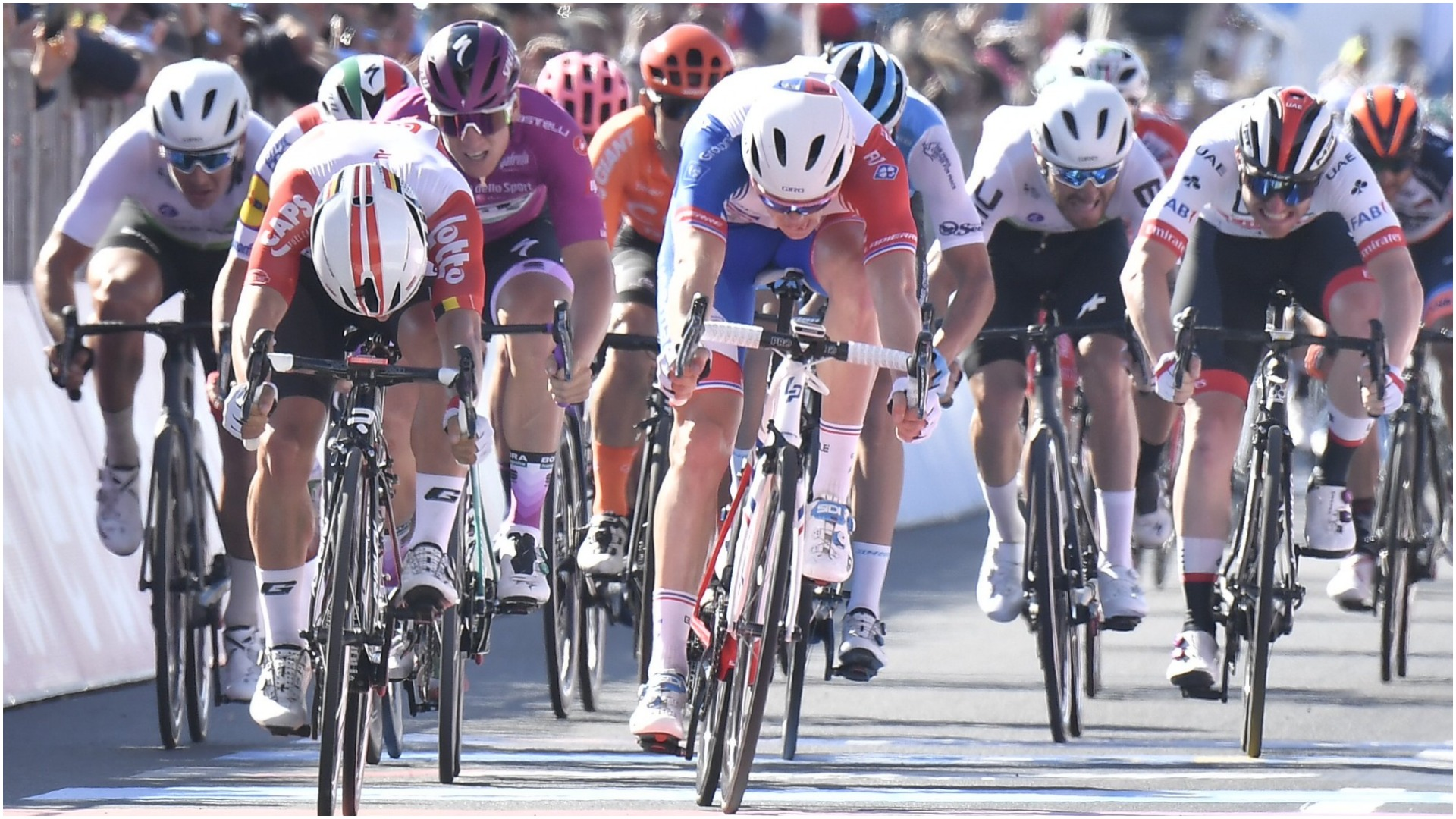 Ewan victory sees Demare nudge into Giro points lead