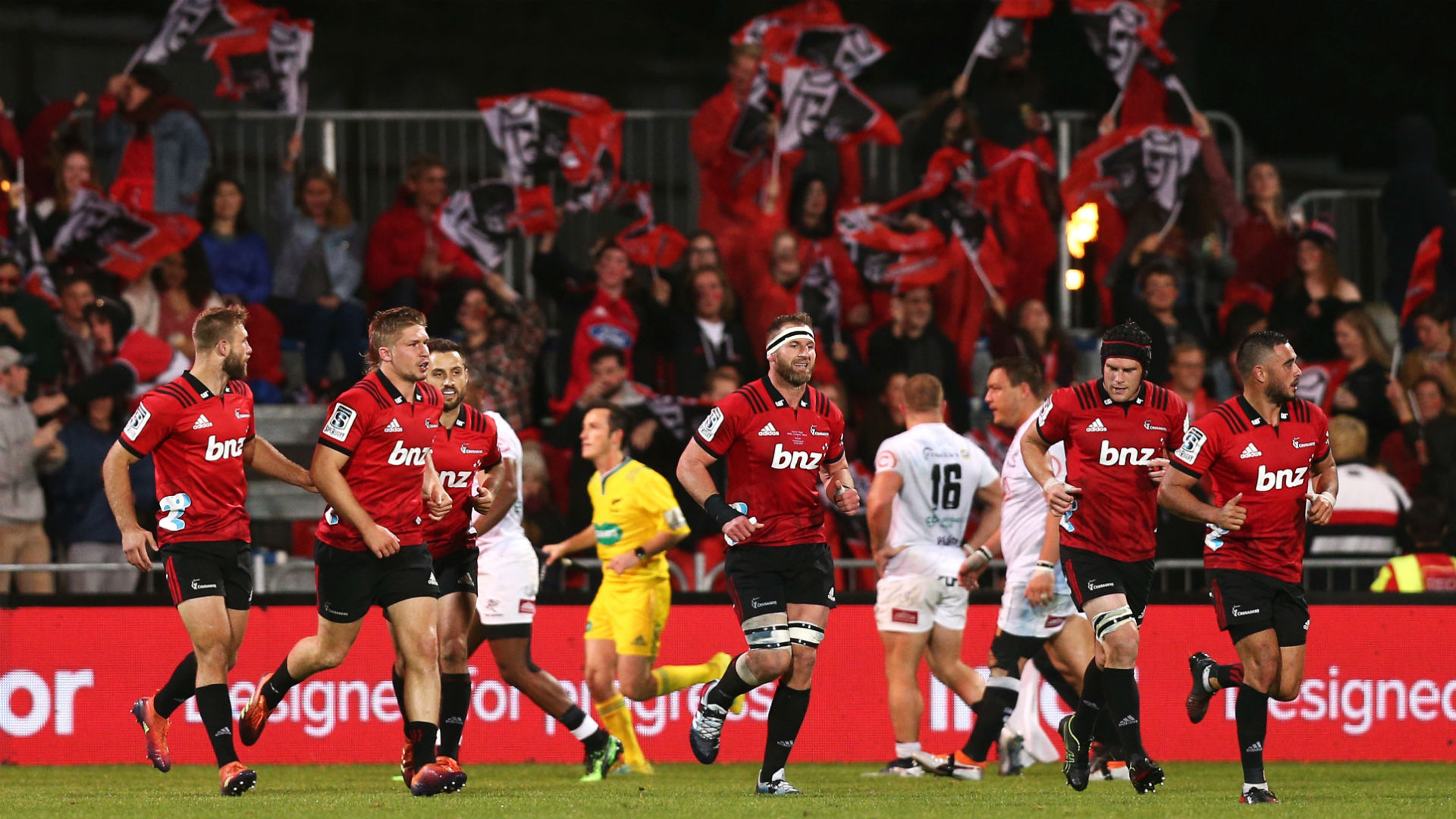 Last-gasp Hunt rescues Crusaders, Reds beat spirited Sunwolves