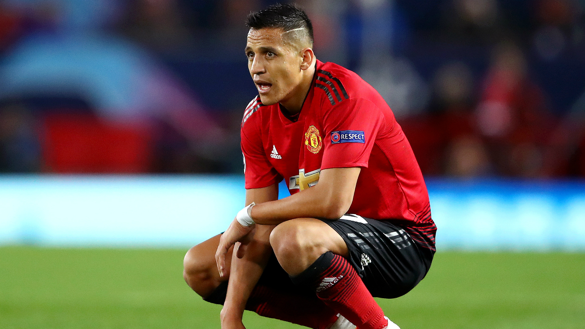 Sanchez in as Manchester United make three changes