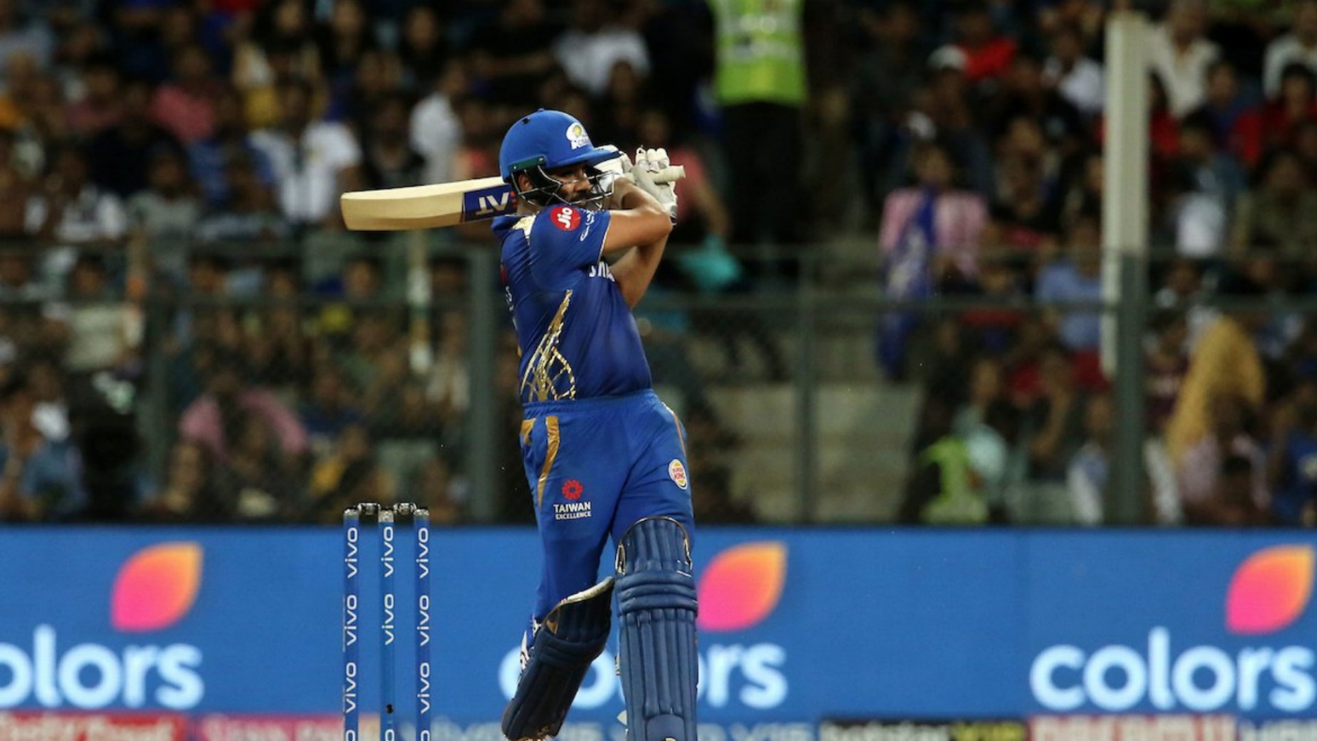 Rohit, Yadav star as Mumbai Indians clinch pole position